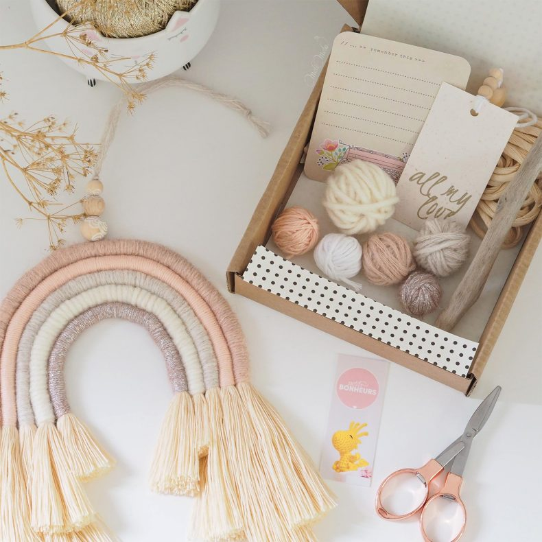 DIY-kit-rainbow-arc-en-ciel-paillette-rose-laine-wool-bois-flotte-laboutiquedemelimelo