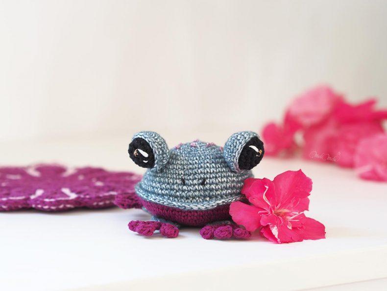 amigurumi-frog-juliaka-toys-crochet-grenouille-laboutiquedemelimelo