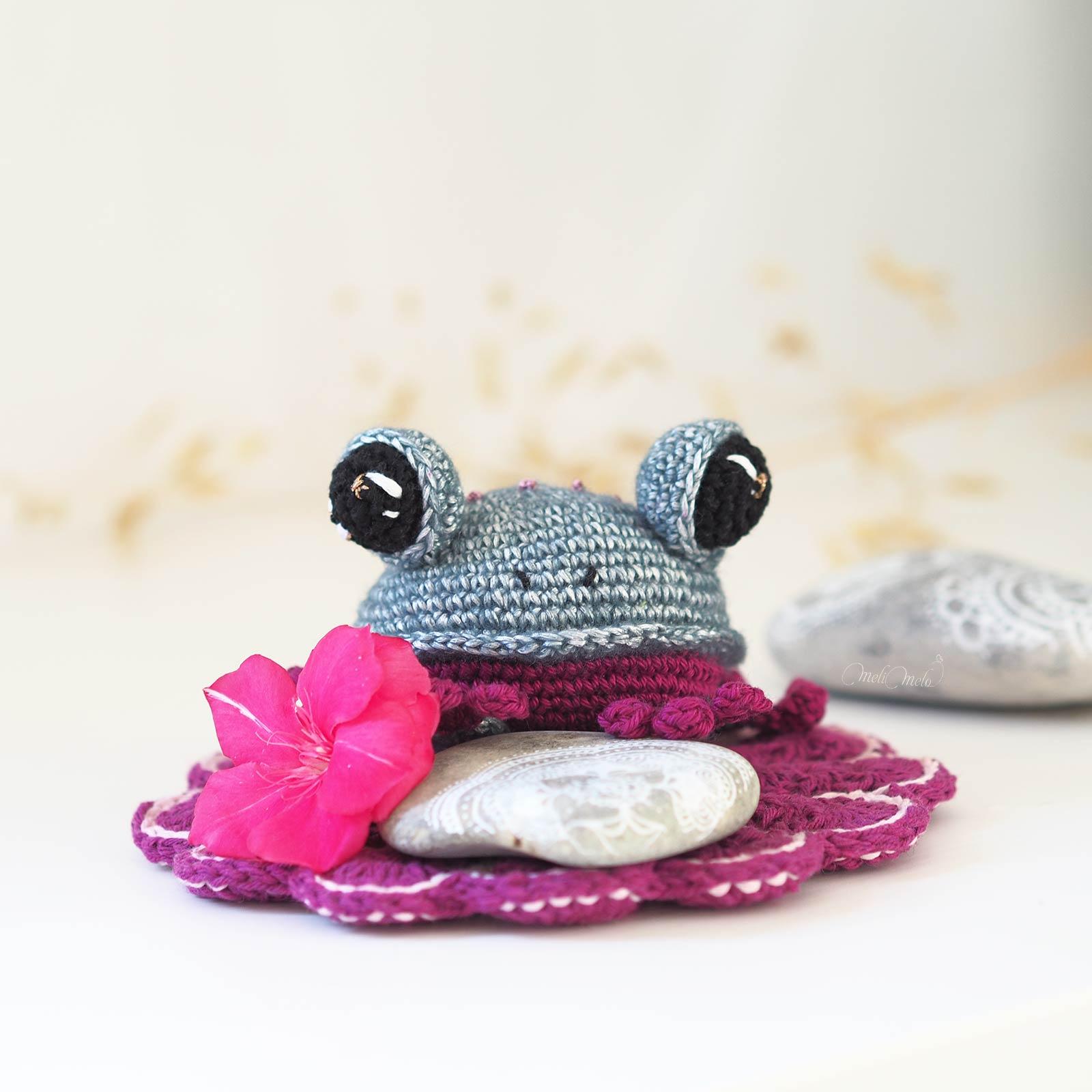 amigurumi-grenouille-bleue-blue-frog-crochet-laboutiquedemelimelo