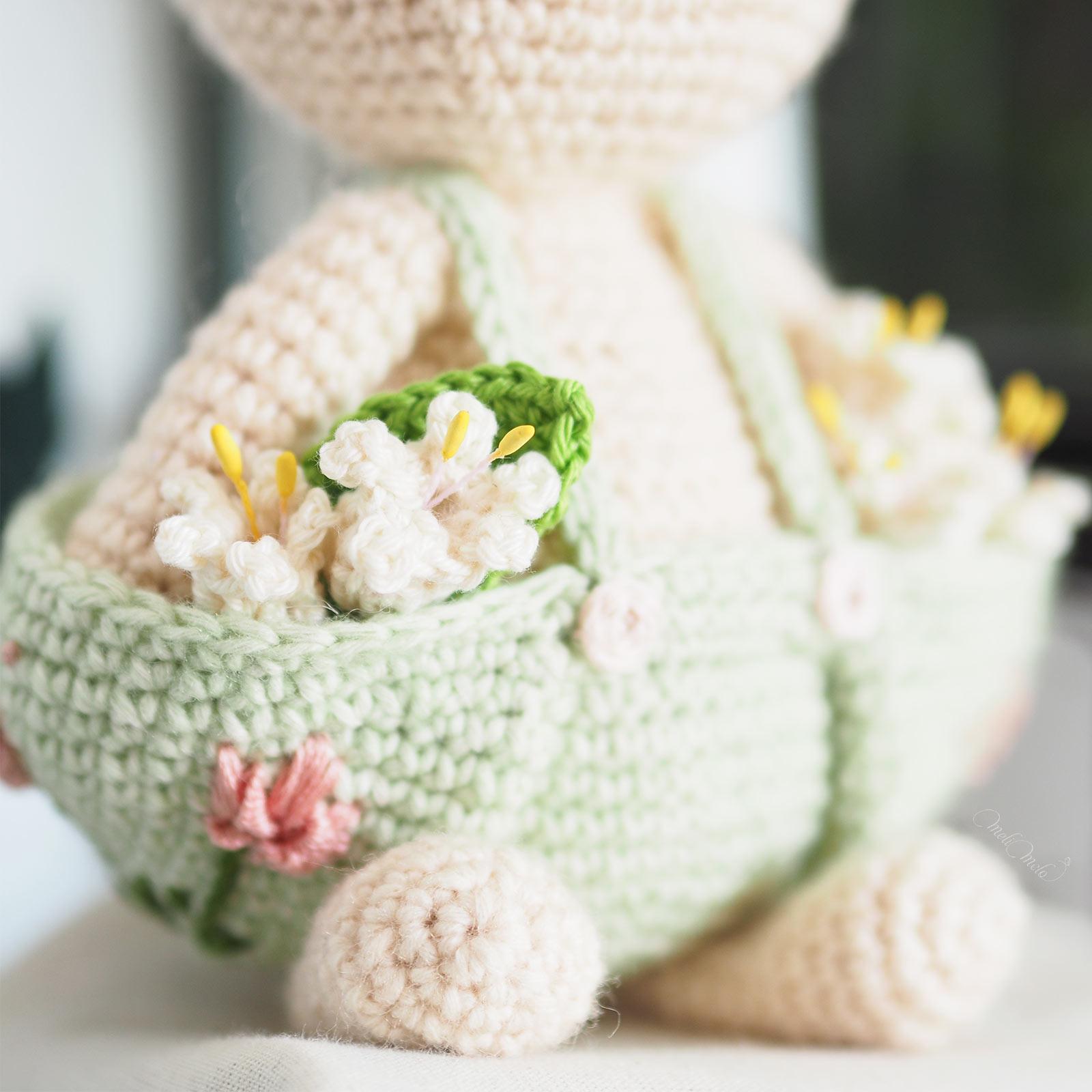 amigurumi-lapin-crochet-muguet-poche-salopette-laboutiquedemelimelo