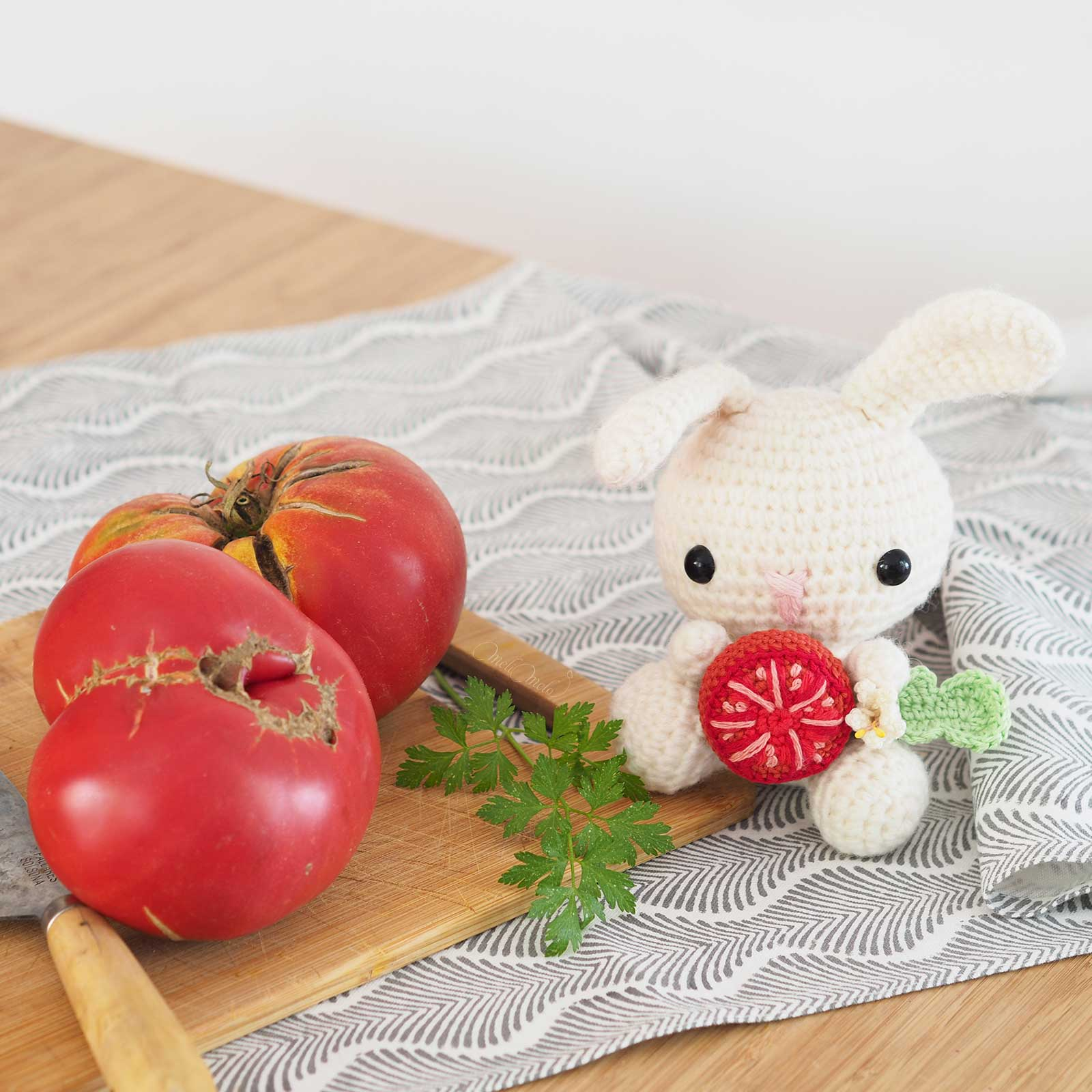 amigurumi-lapin-tomate-rose-potager-laboutiquedemelimelo