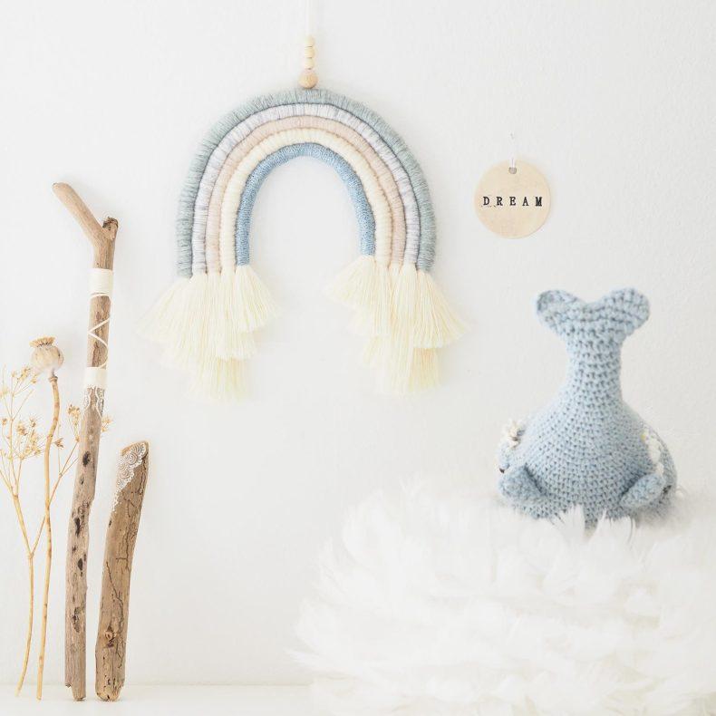 arc-en-ciel-dream-laine-bleu-paillettes-baleine-marin-crochet-laboutiquedemelimelo