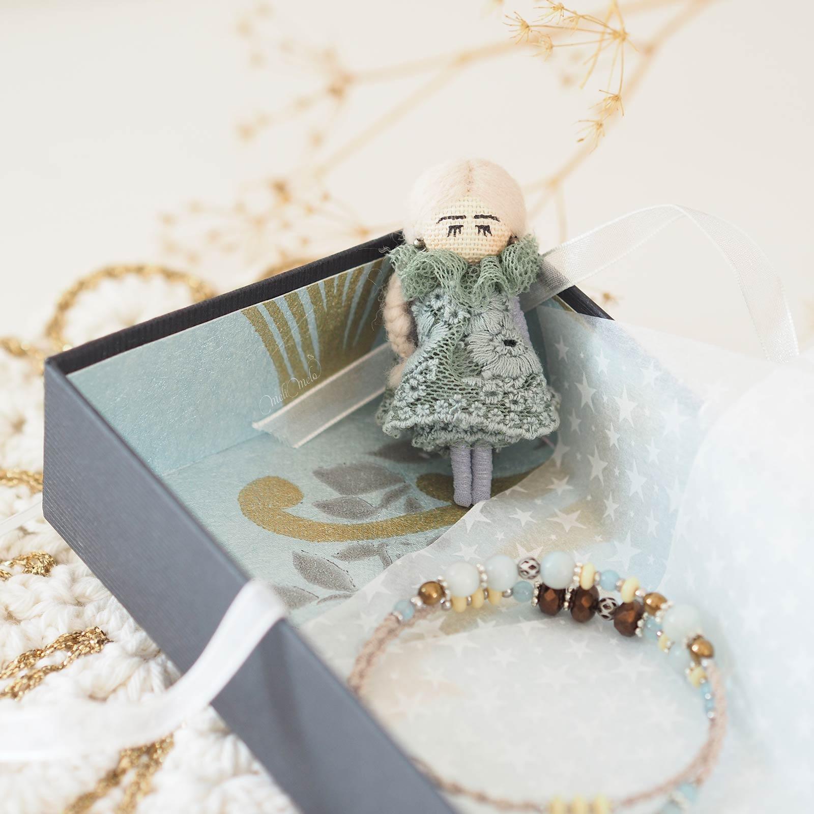 artisanat-poupee-dentelle-bracelet-macrame-pierre-fine-amazonite-cristal-boheme-laboutiquedemelimelo