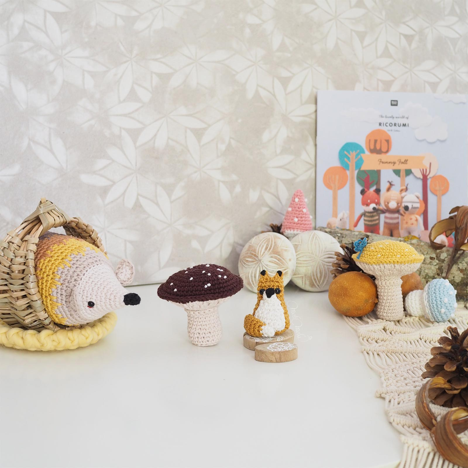automne-herisson-renard-hedgehog-fox-ricorumi-fall-love-crochet-booklet-laboutiquedemelimelo