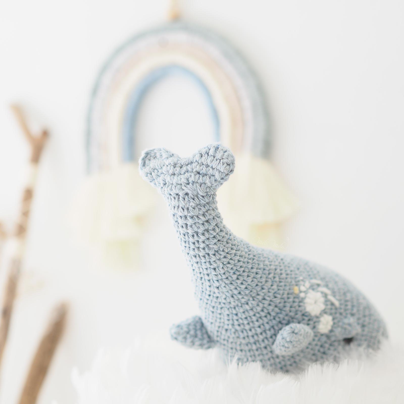 baleine-bleu-hommage-mammifere-marin-crochet-broderie-laboutiquedemelimelo