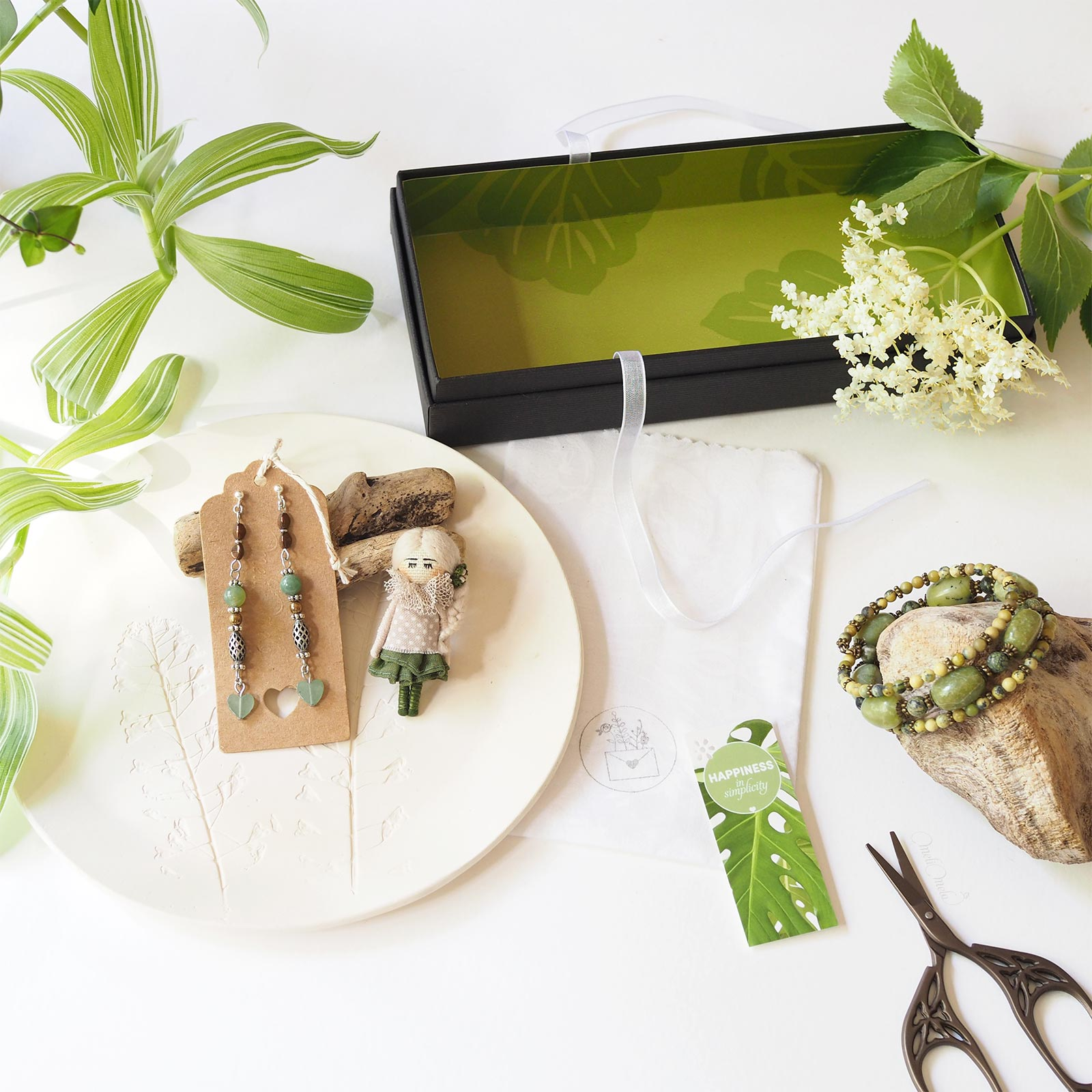 bijoux bohême green gemmes jade jaspe vert mookaïte aventurine broche poupee laboutiquedemelimelo
