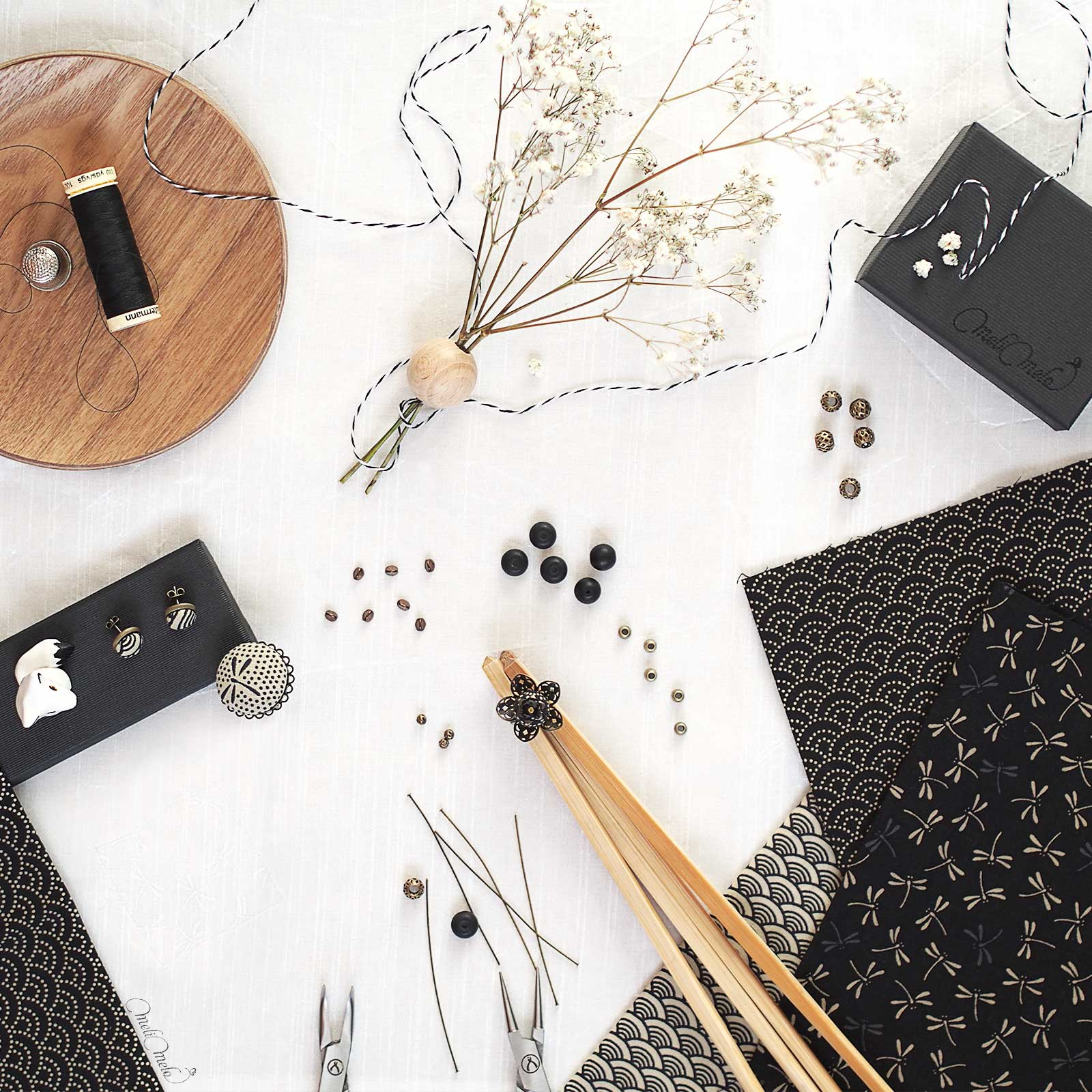 bijoux en tissu japonais noir & ivoire pierres fines cristal Swarovski Preciosa Collection Japon laboutiquedemelimelo
