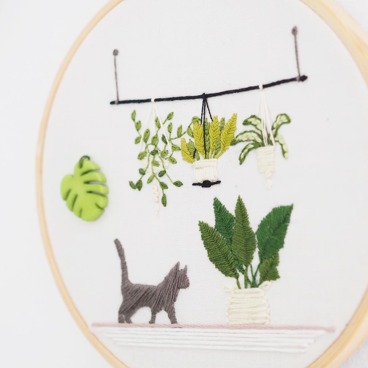 broderie-chat-green-suspension-plantes-monstera-bouzielafee