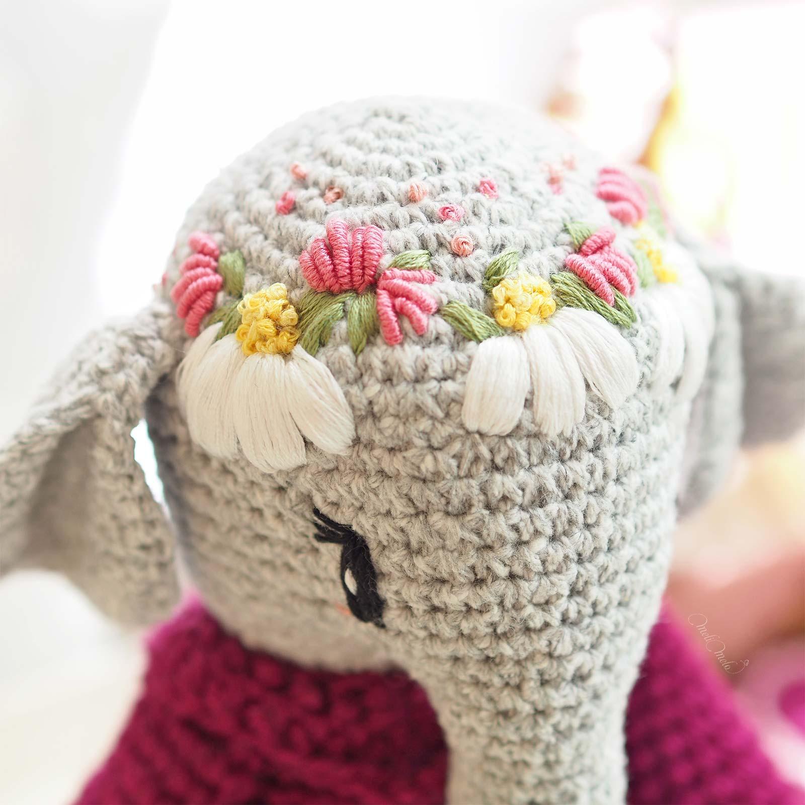broderie-couronne-fleurs-trefles-marguerites-elephant-amigurumi-laboutiquedemelimelo