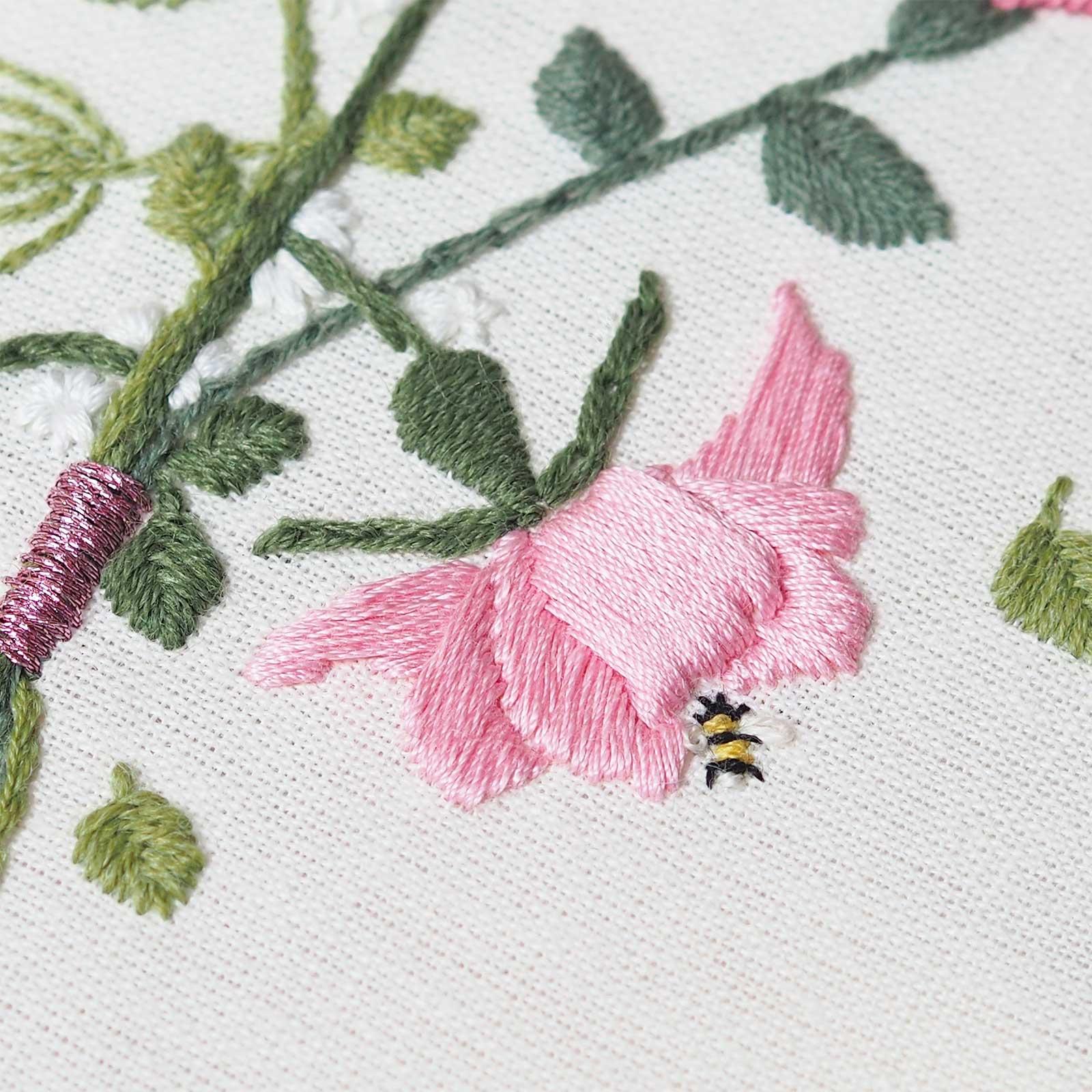 broderie détail abeille mini fleur rose La boutique de MeliMelo
