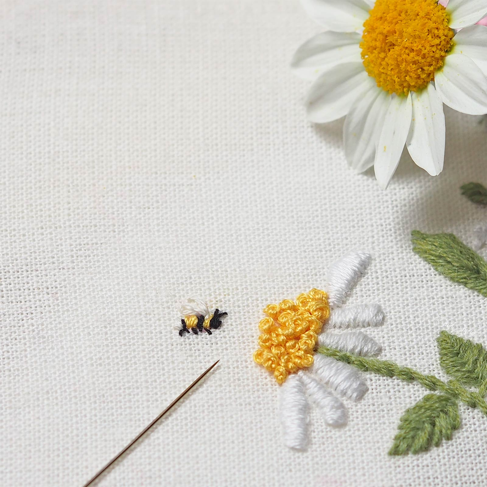 broderie-detail-abeille-mini-laboutiquedemelimelo