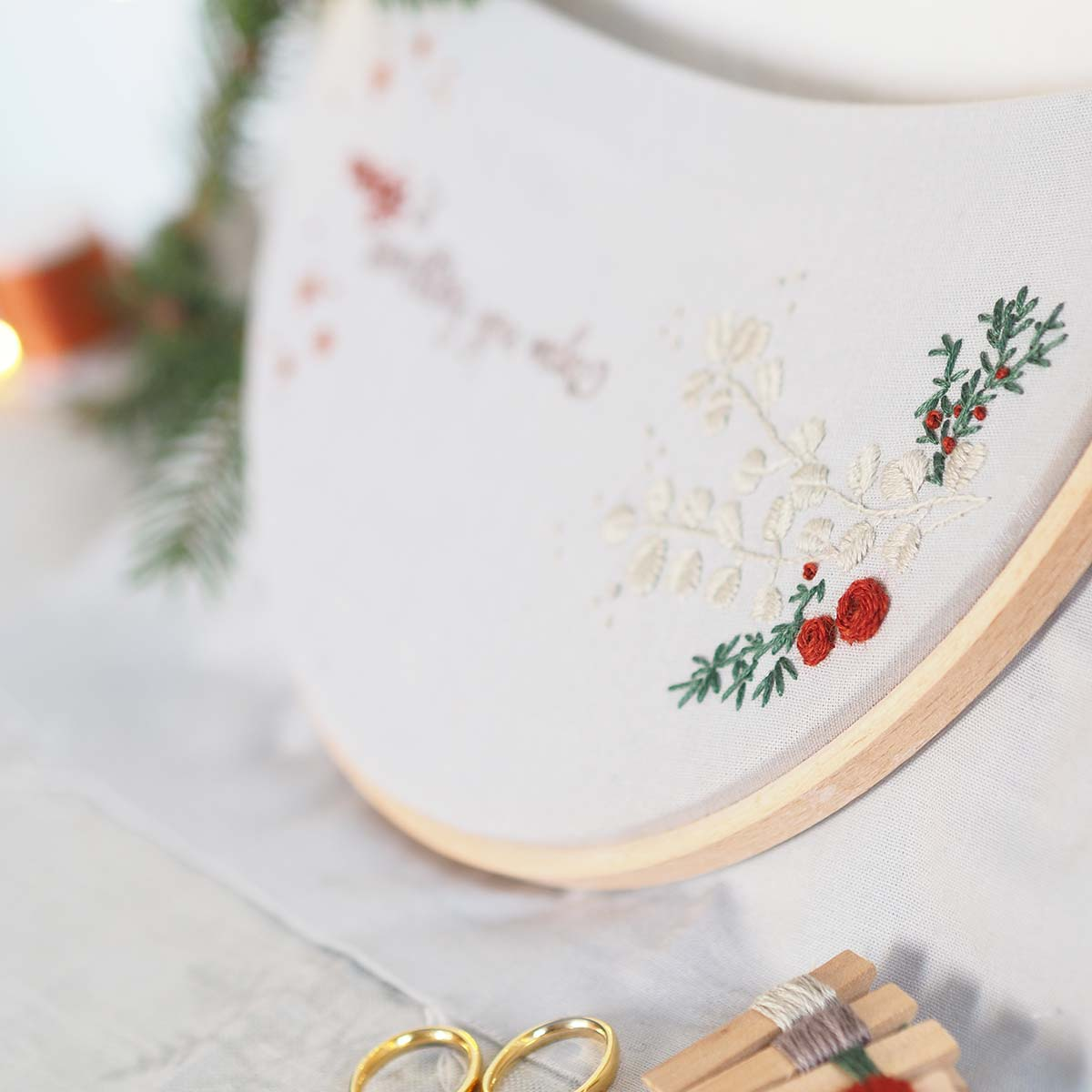 broderie-hiver-automne-branches-sapin-rose-laboutiquedemelimelo