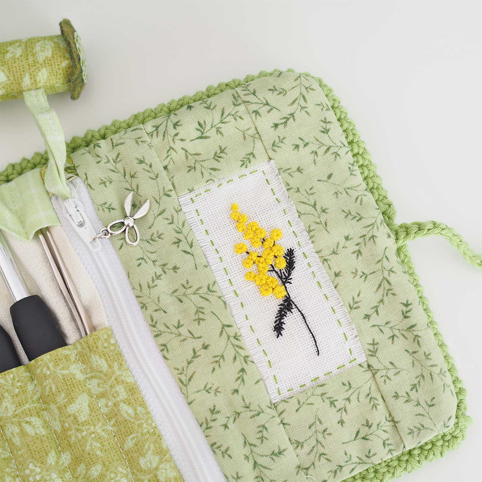 broderie-mimosa-chantal-pochette-crochet-mafabriquebykaro-laboutiquedemelimelo