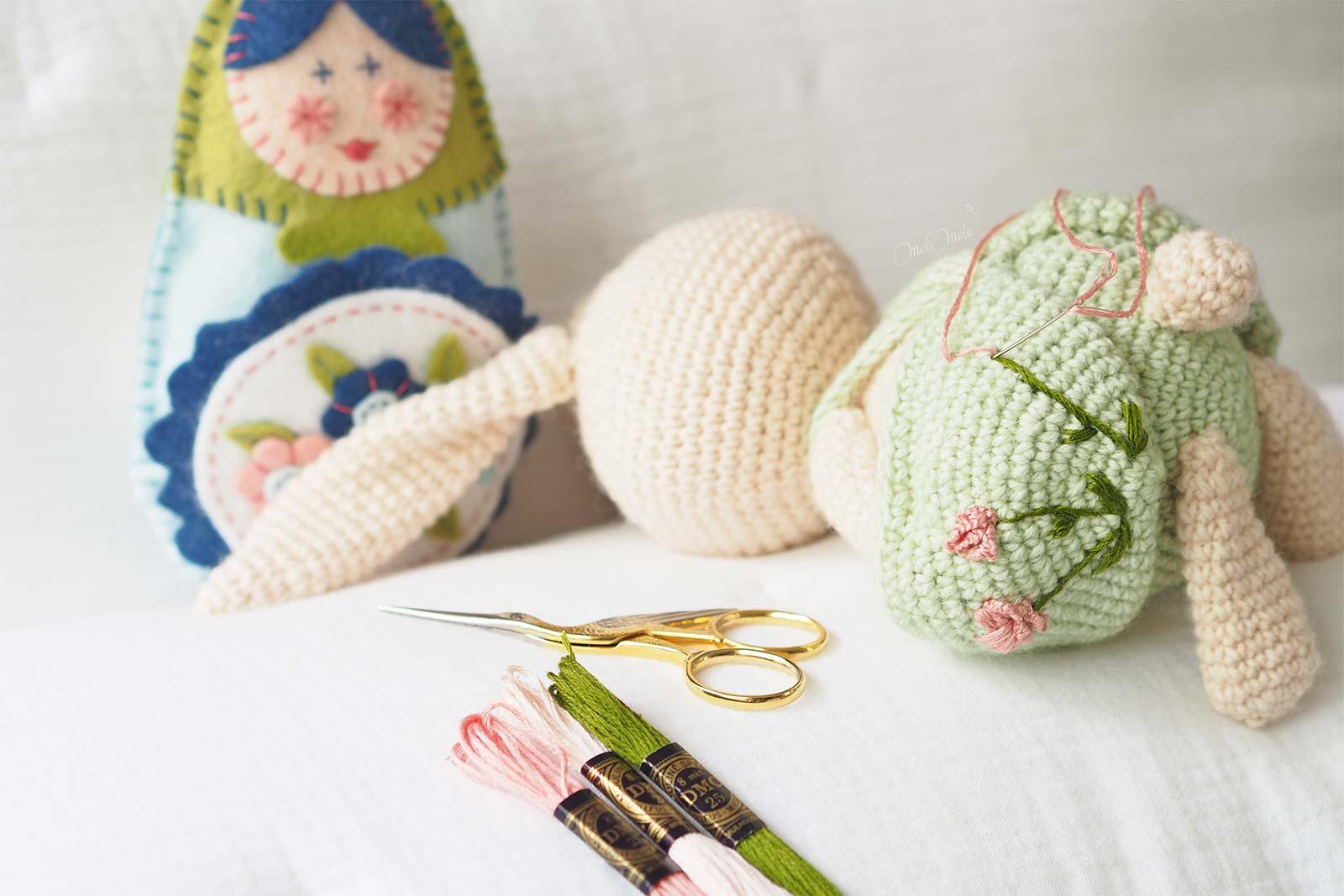 broderie-pivoine-lapin-amigurumi-crochet-laboutiquedemelimelo