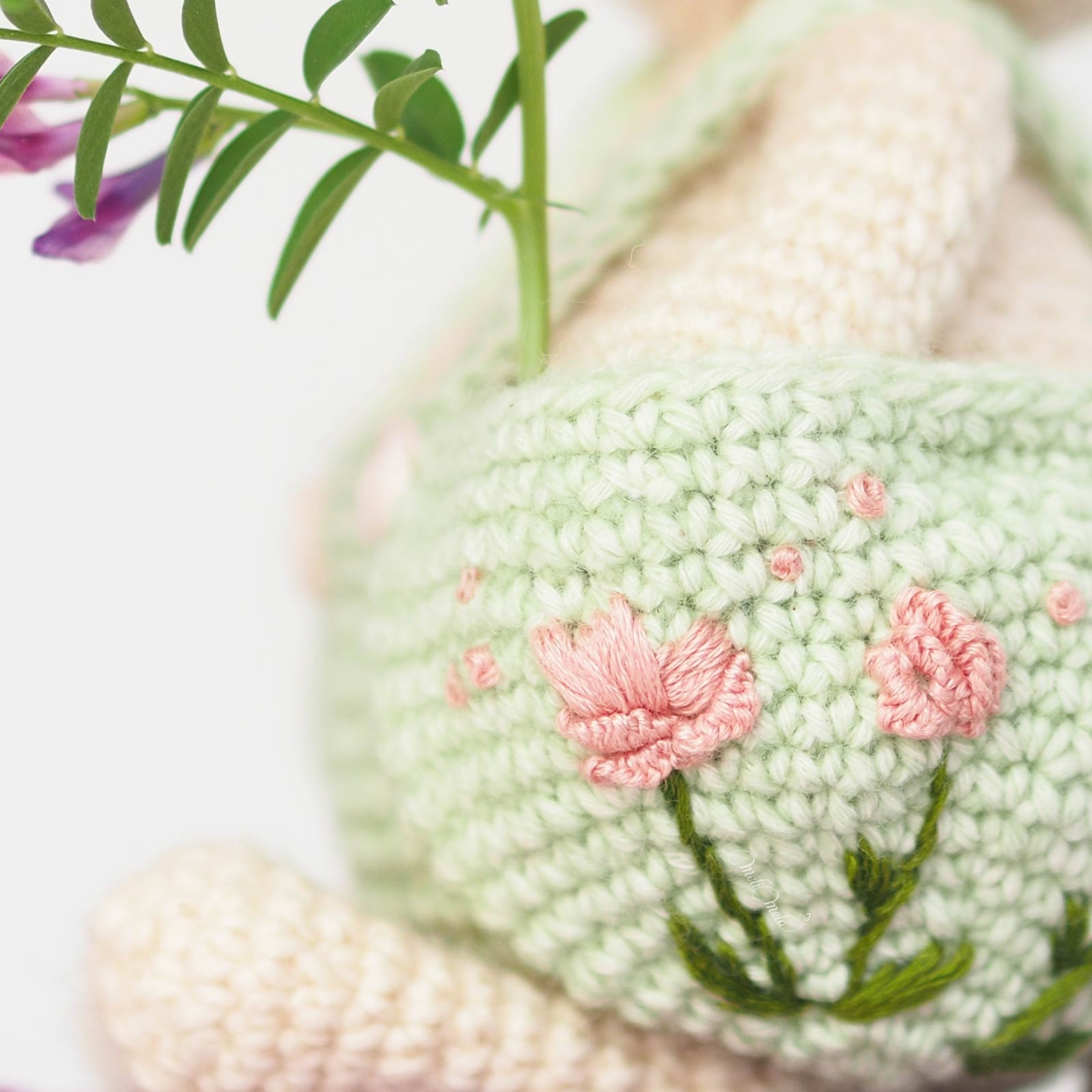 broderie-pivoines-sur-mailles-crochet-amigurumi-laboutiquedemelimelo