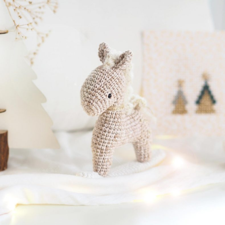 christmas-hanging-gift-horse-rocking-amigurumi-crochet-laboutiquedemelimelo