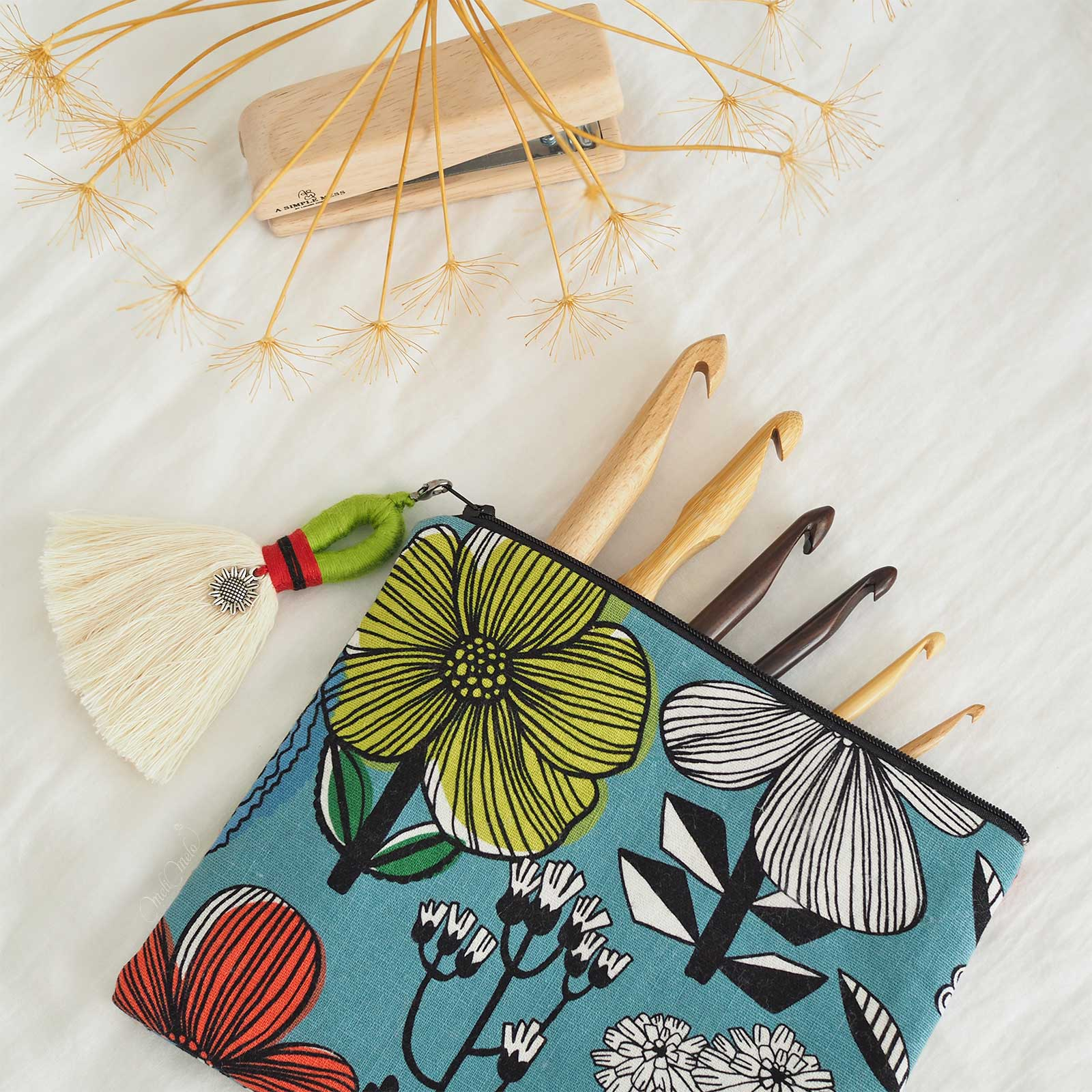 cousette-pochette-chantoula-accessoires-crochet-bois-laboutiquedemelimelo
