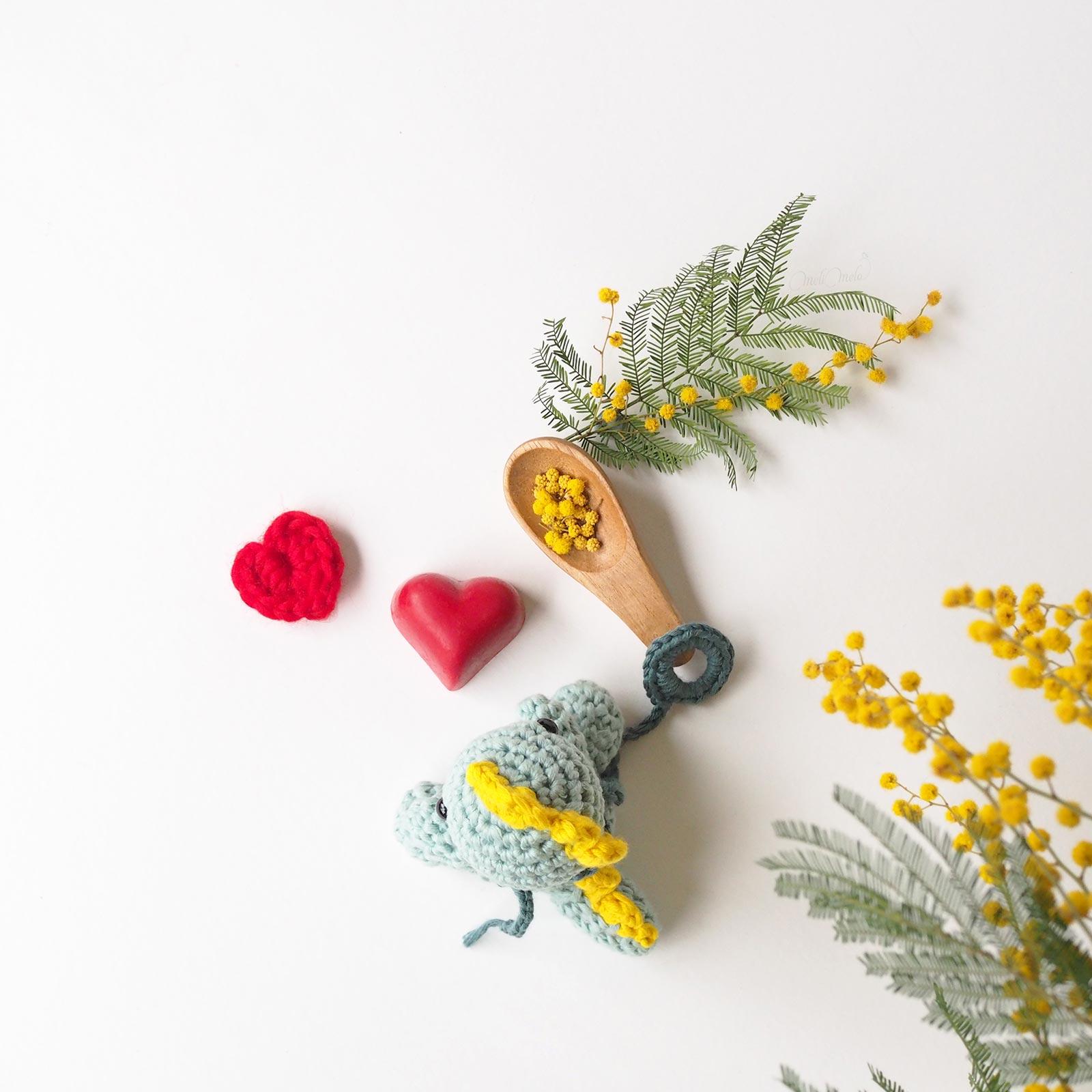 création mignonneries crochet bébé dino dinosaure mimosa love valentin cotton we are knitters laboutiquedemelimelo
