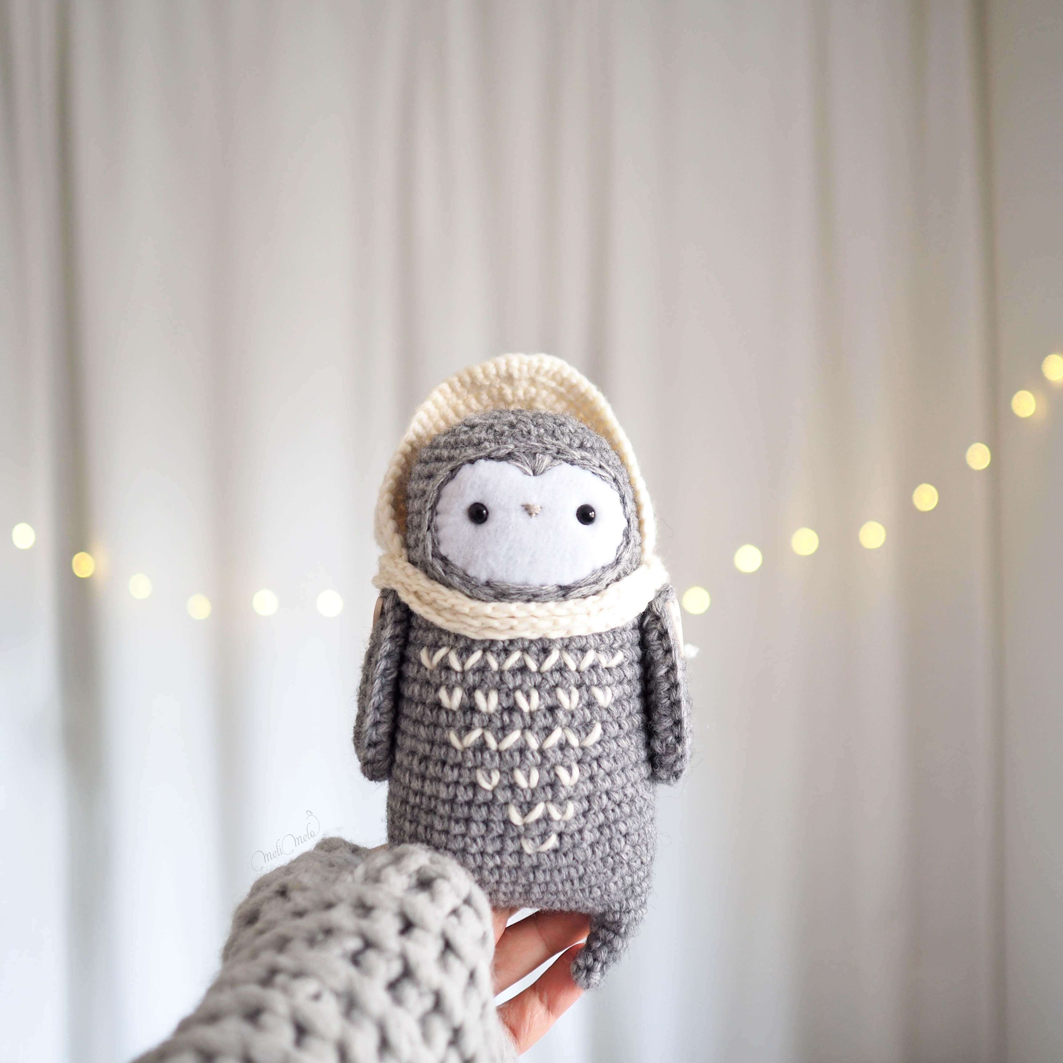 chouette lutine de face au crochet capuche laine little owlet owl laboutiquedemelimelo