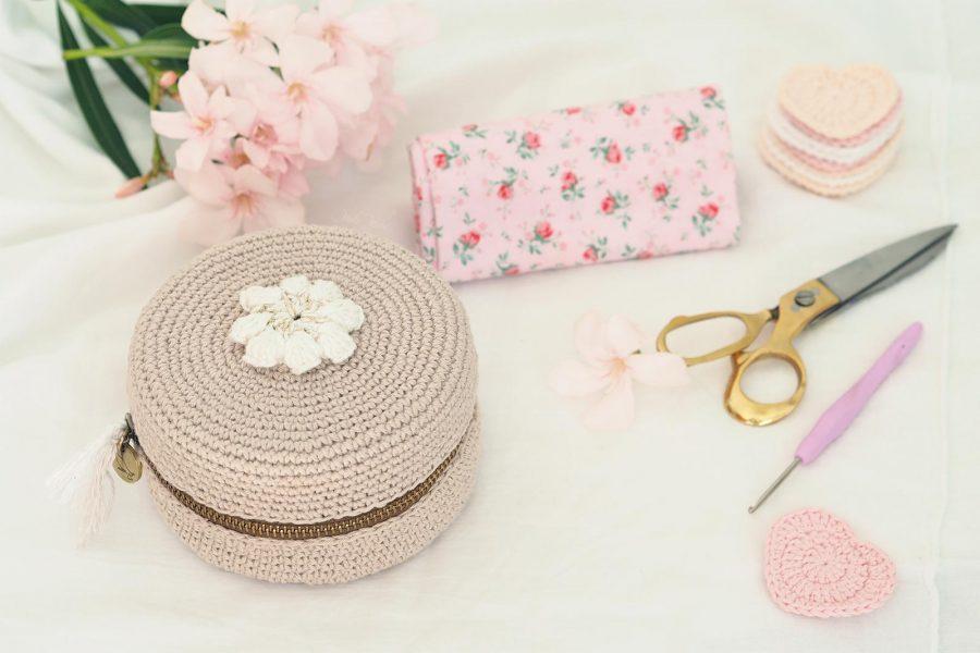 crochet-ecrin-macaron-xl-fleur-coton-ricorumi-tuto-chouettekit-laboutiquedemelimelo