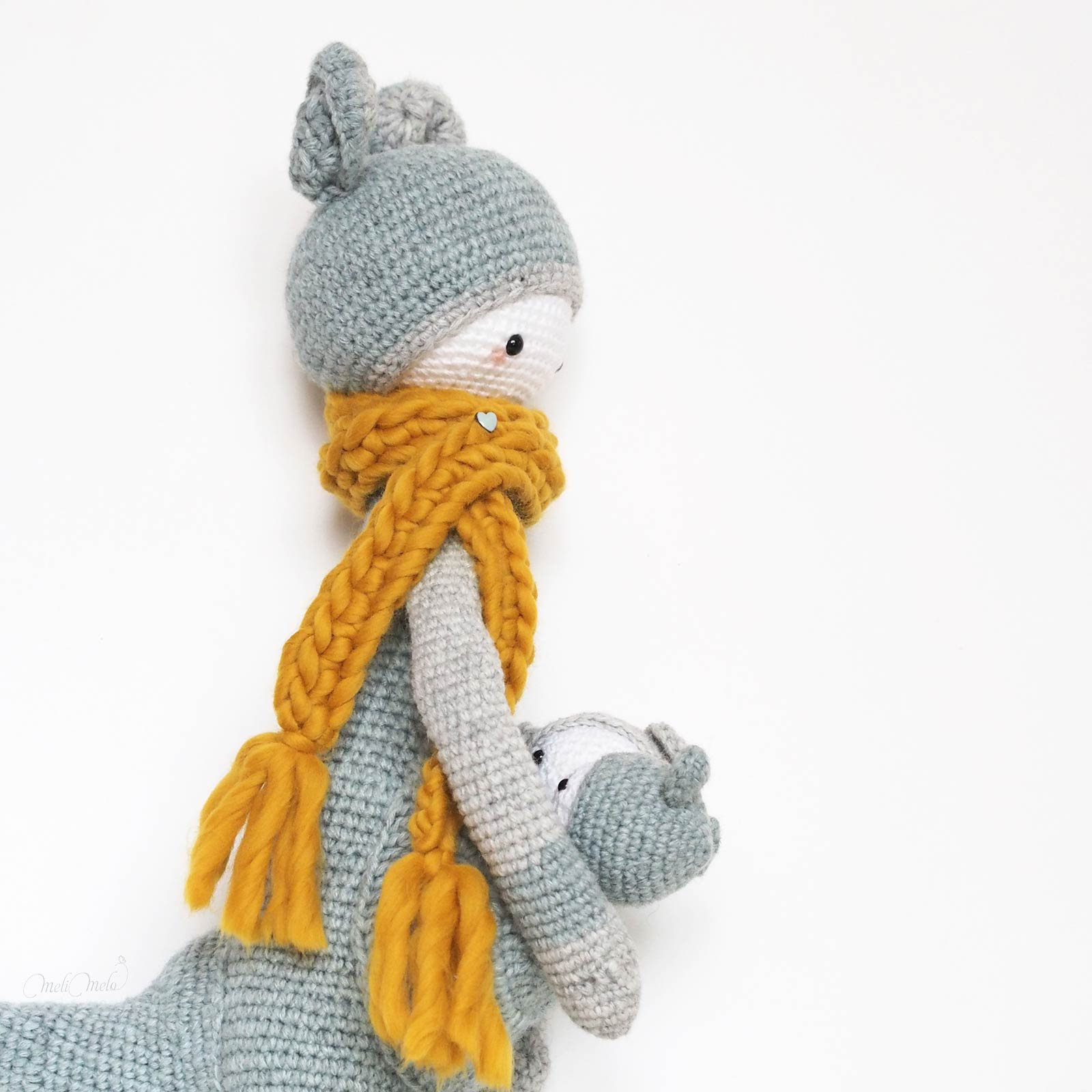 crochet kangourou Kira de profil Lalylala alpaca ricodesign laboutiquedemelimelo