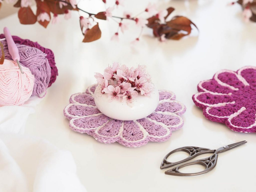 crochet-manique-fleur-rose-lilas-printemps-laboutiquedemelimelo