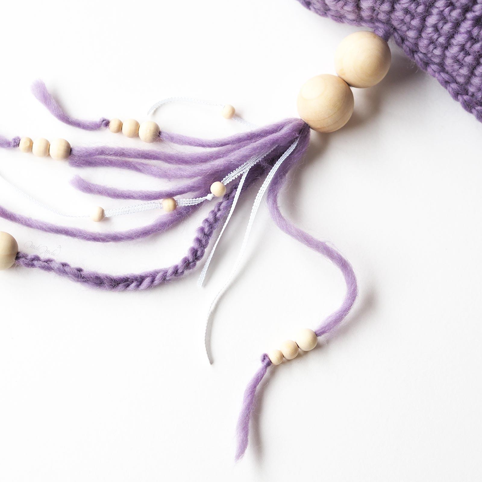 Détails perles en bois et mailles crochet nuage décoration laboutiquedemelimelo