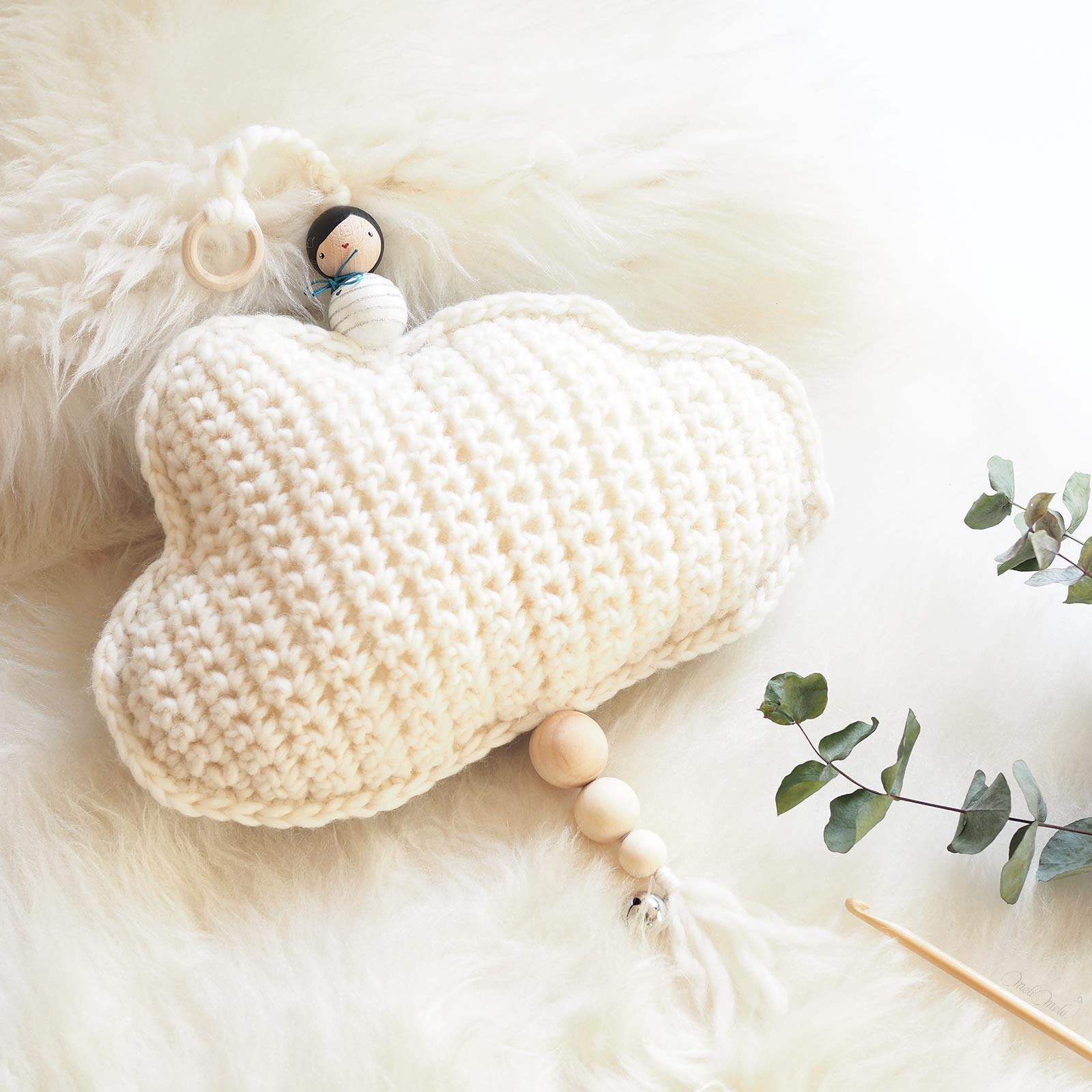 cadeau naissance décoration mobile nuage blanc laine weareknitters lespoisplumes laboutiquedemelimelo