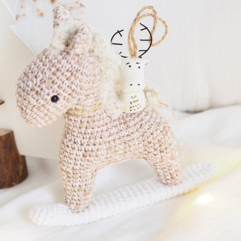 decoration-noel-cheval-bascule-renne-crochet-laboutiquedemelimelo