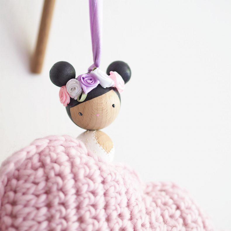 détail suspension nuage ange décoration crochet poupée PoiS PlumeS laboutiquedemelimelo