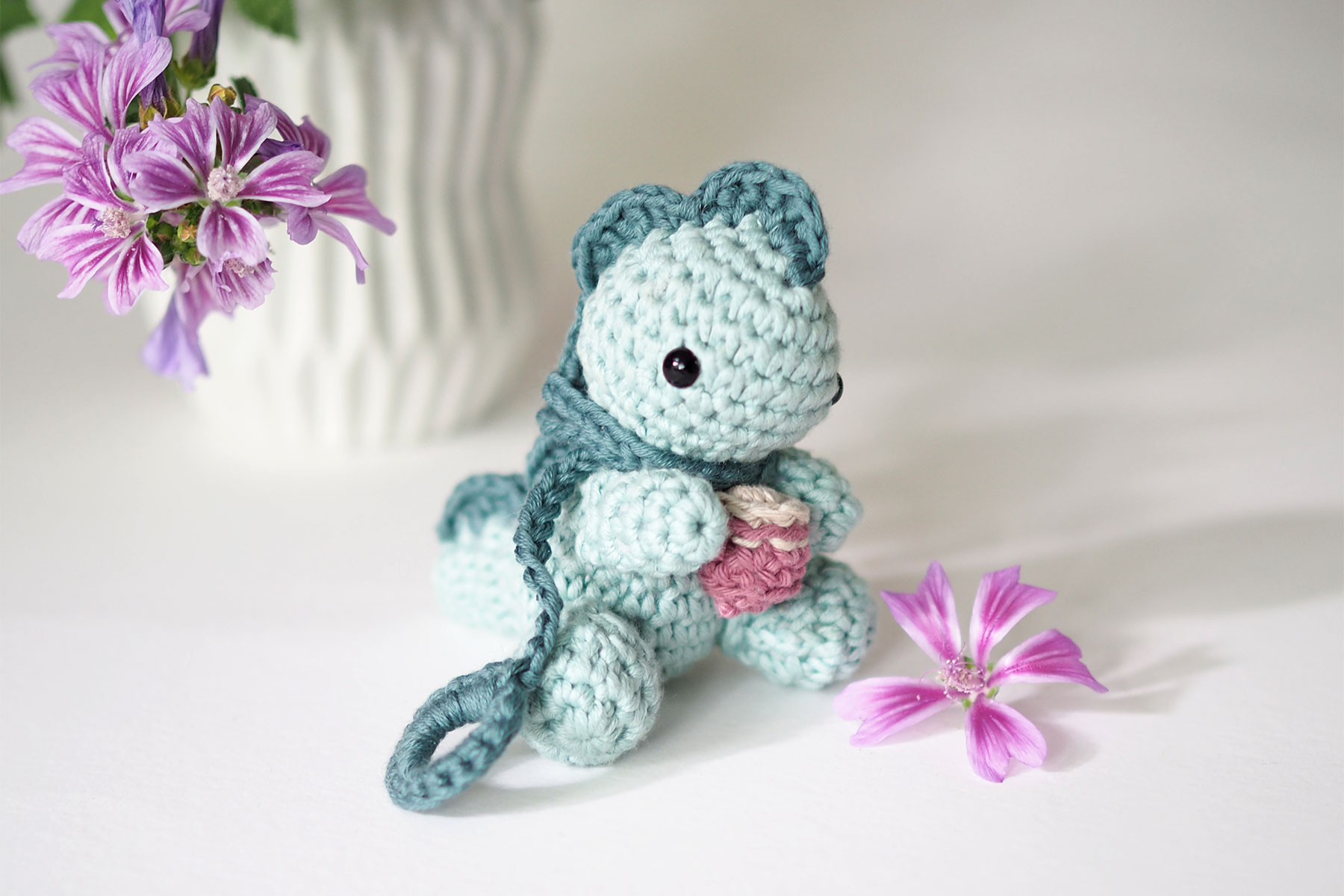 dinosaure bébé kawaii crochet fleurs mauve coton pima we are knitters laboutiquedemelimelo