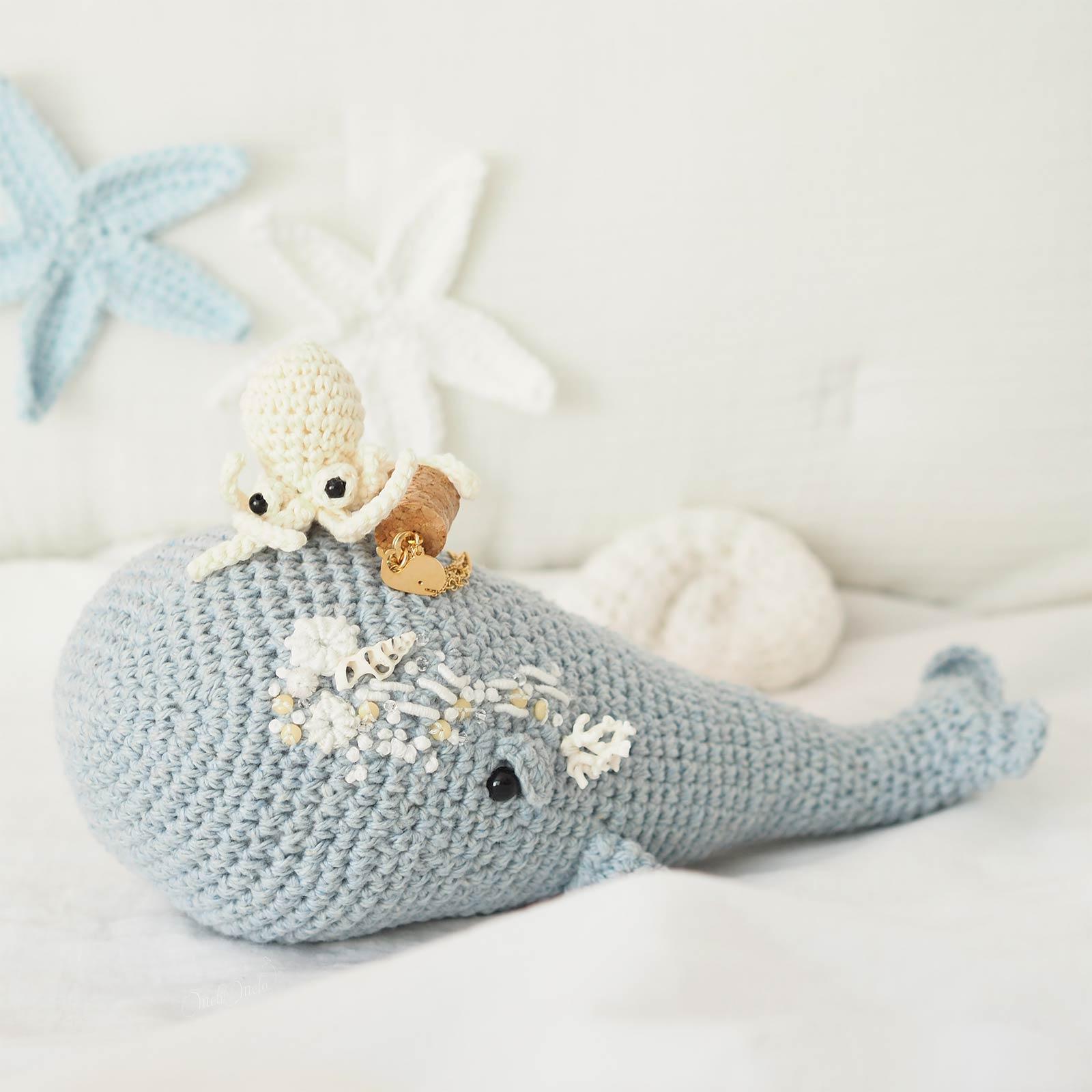 doudou-amigurumi-crochet-baleine-poulpe-bijou-collier-shlomitofir-laboutiquedemelimelo