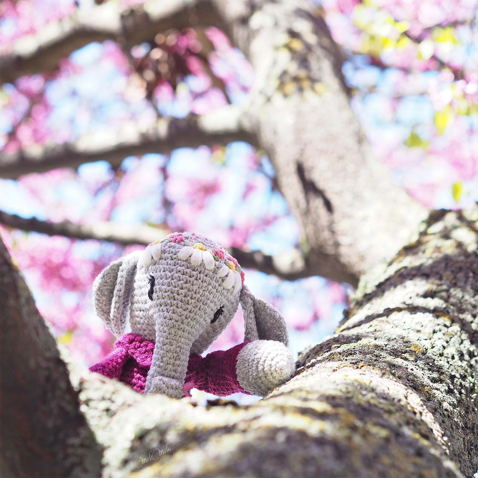 doudou-amigurumi-elephant-crochet-framboise-couronne-fleurs-laboutiquedemelimelo