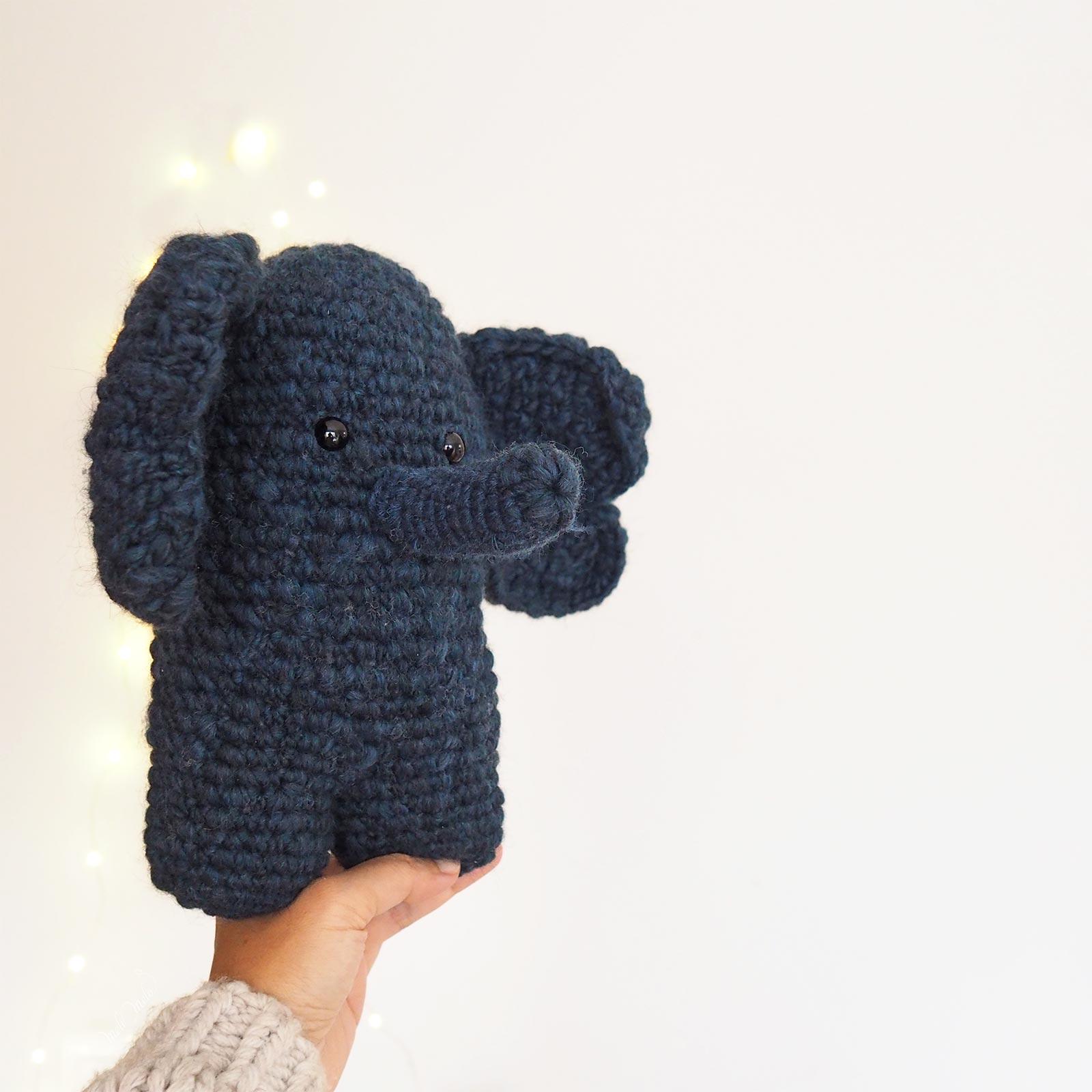 doudou edgar éléphant bleu nuit doux crochet idée cadeau mignonnerie laboutiquedemelimelo