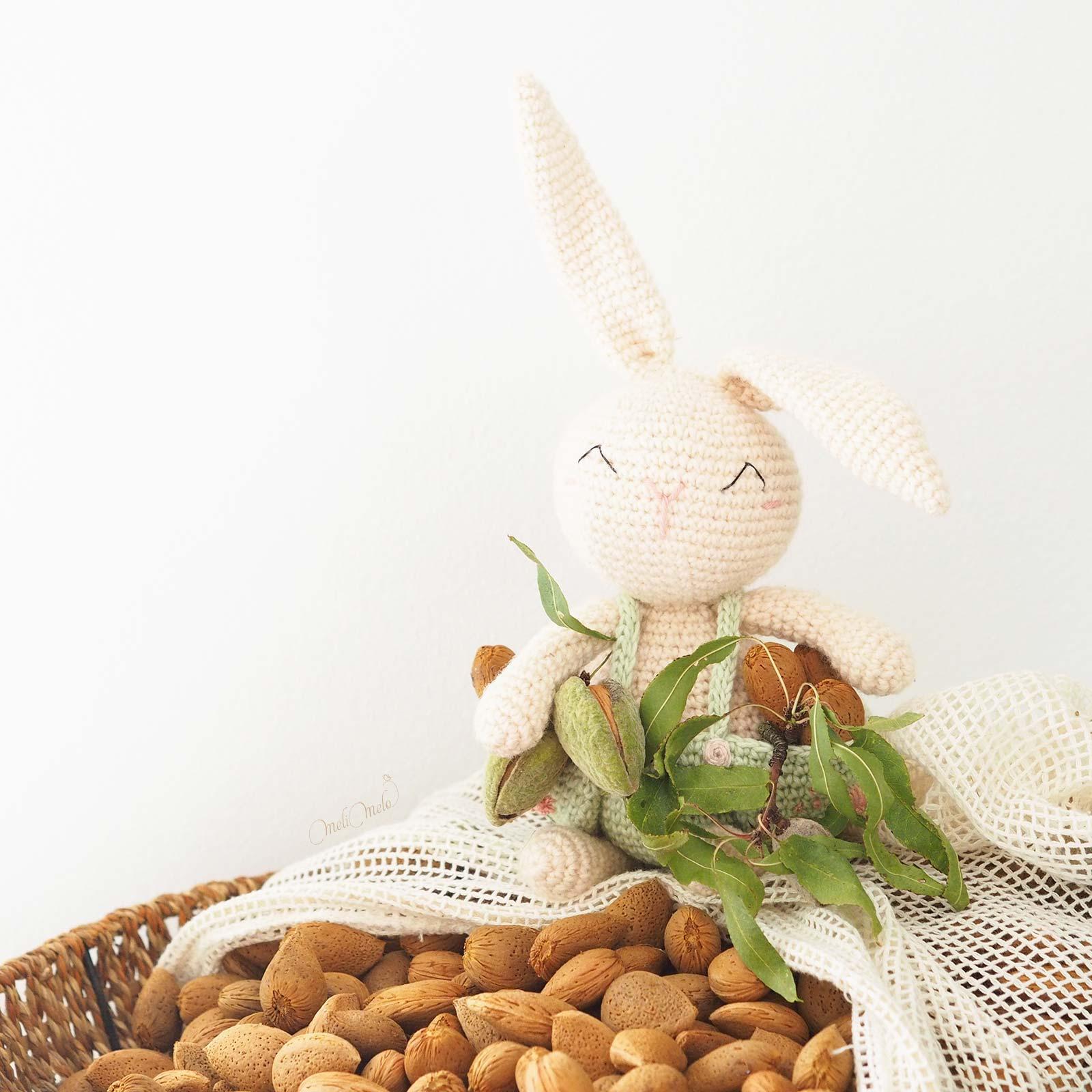 doudou-lapin-amigurumi-naturacrochet-recolte-amandes-fraiches-laboutiquedemelimelo