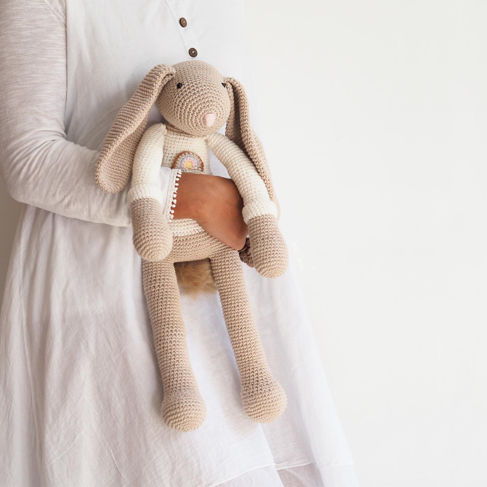 crochet doudou lapin géant pull arc en ciel ricorumi La Boutique de MeliMelo