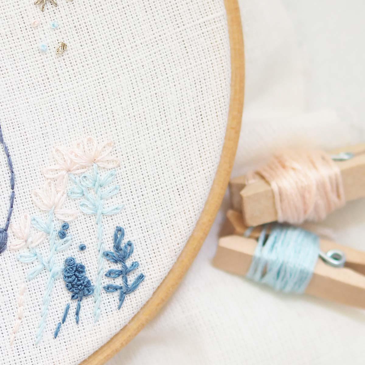 embroidery-flowers-auverasoie-dmc-france-laboutiquedemelimelo