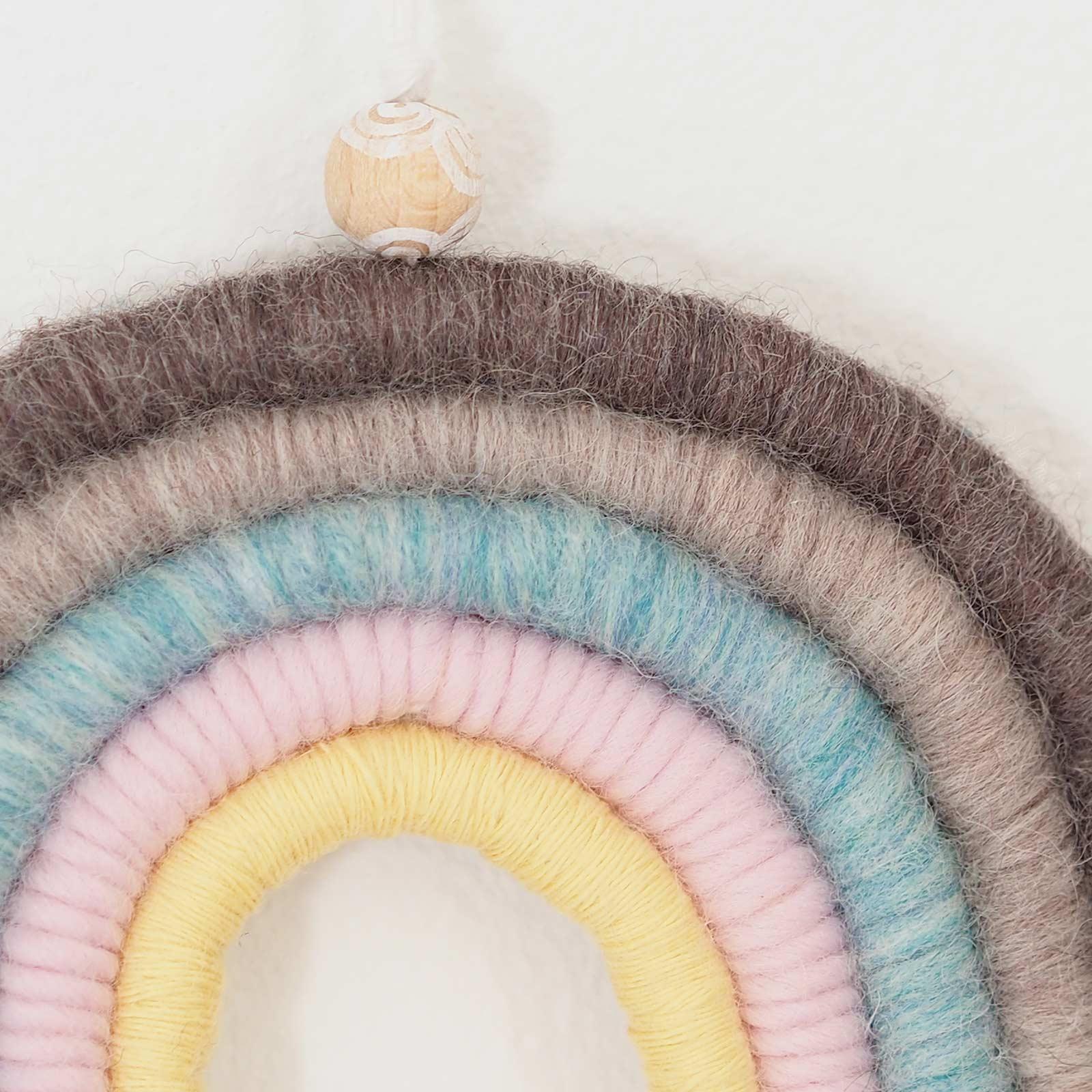 détail laine arc-en-ciel perle bois kit DIY rainbow la boutique de melimelo