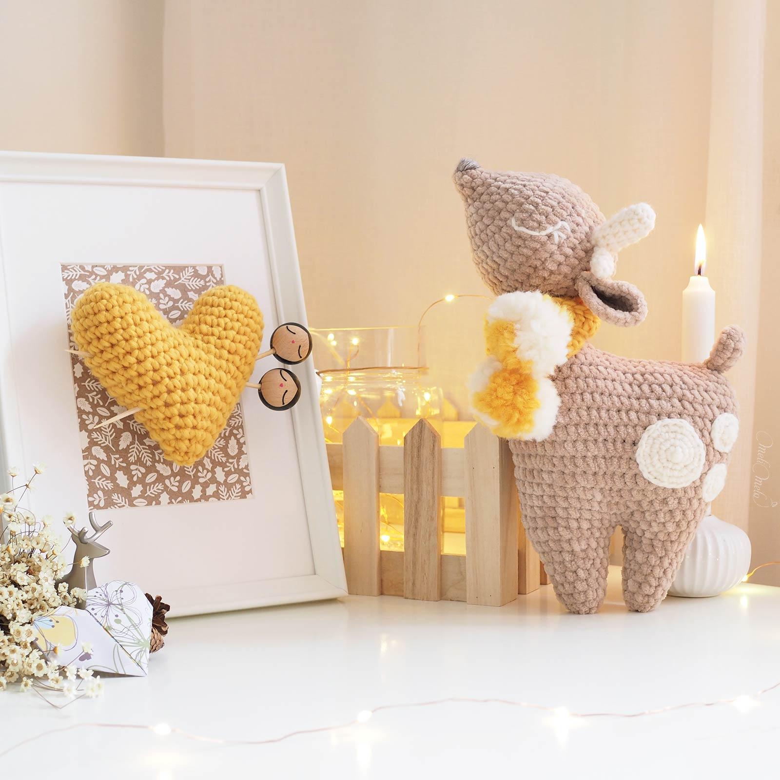 lot-crochet-biche-bambi-doudou-amigurumi-cadre-coeur-rangement-beige-laboutiquedemelimelo