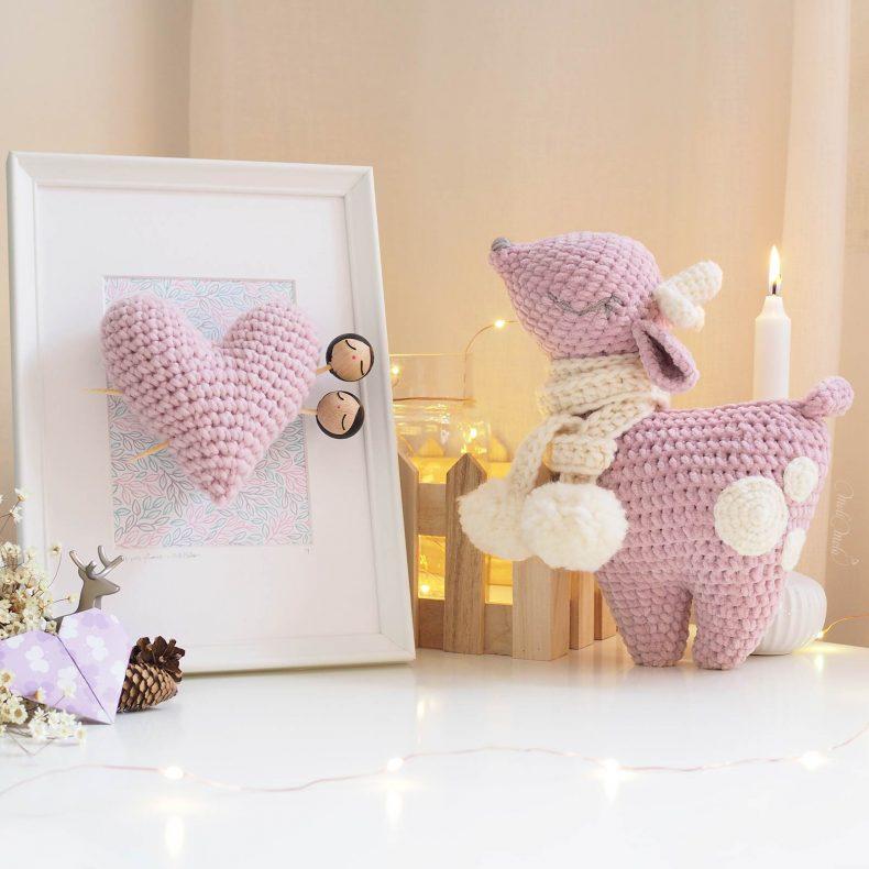lot-crochet-biche-bambi-doudou-amigurumi-cadre-coeur-rangement-rose-laboutiquedemelimelo