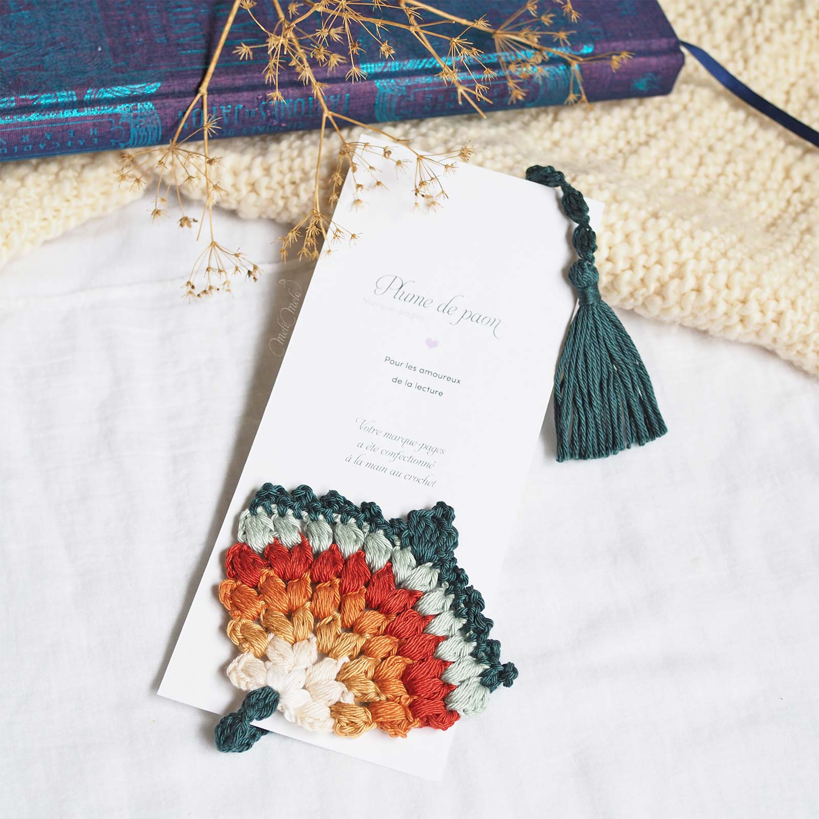 marque-page-crochet-thecuriocraftsroom-peacock-fan-bookmark-laboutiquedemelimelo