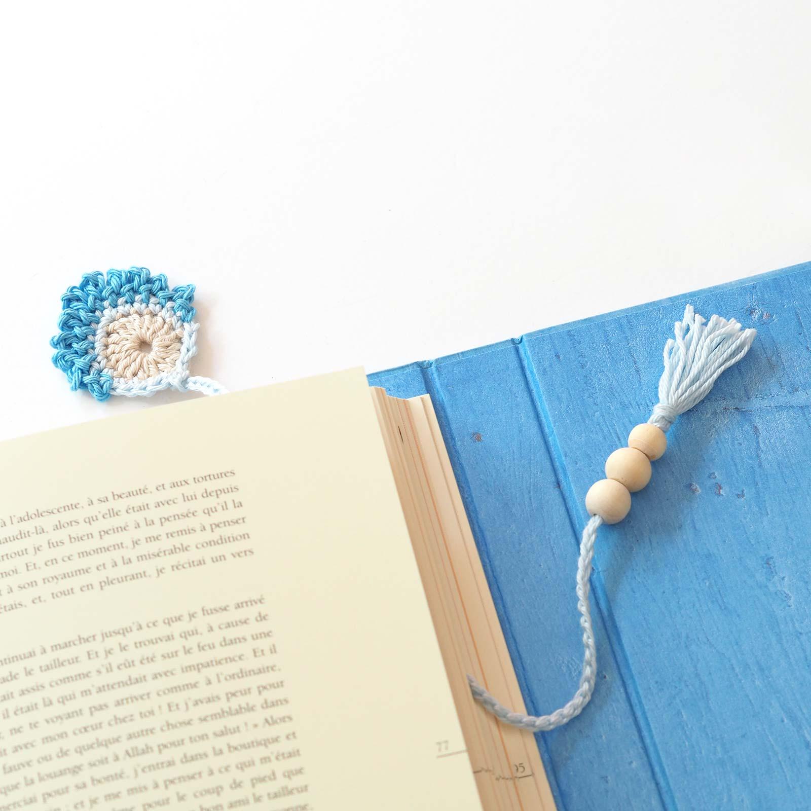 marque-pages livre plume paon bleu au crochet coton laboutiquedemelimelo