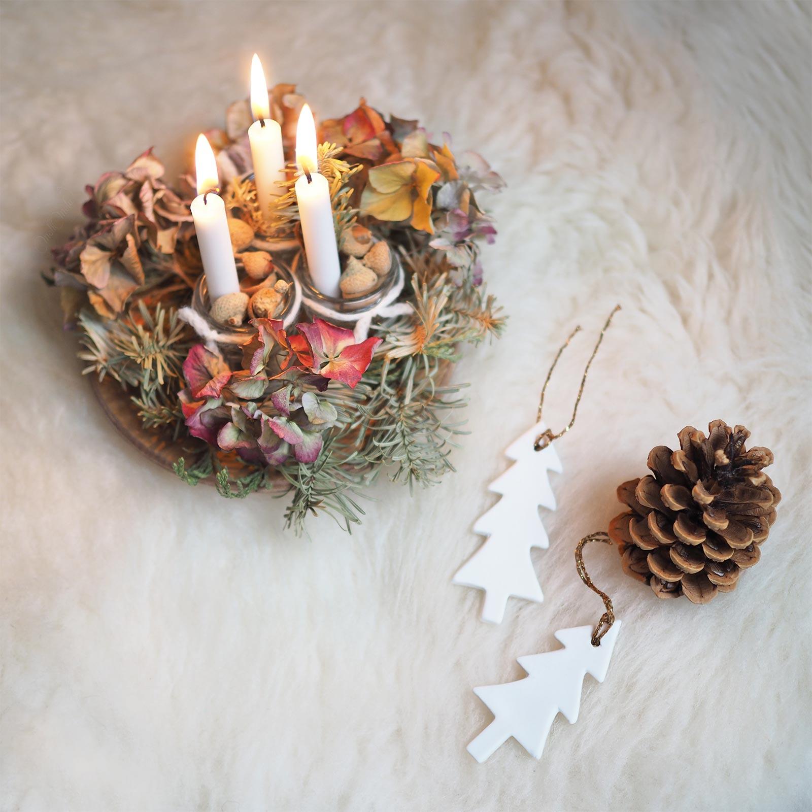 mini déco bougies allumées Avent centre table fleurs laboutiquedemelimelo