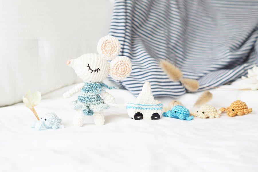 mini-souris-voilier-crabe-plage-crochet-amigurumi-laboutiquedemelimelo