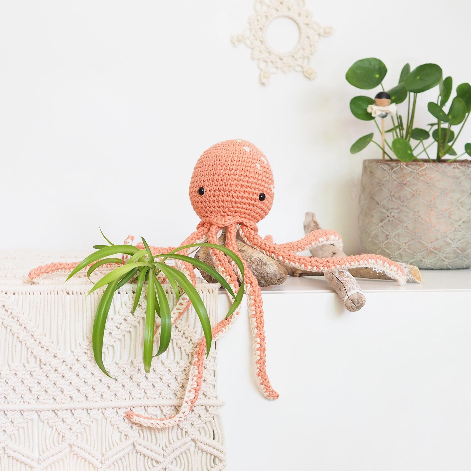 octopus pieuvre poulpe crochet Pima cotton We Are Knitters saumon Pilea Peperomioides laboutiquedemelimelo