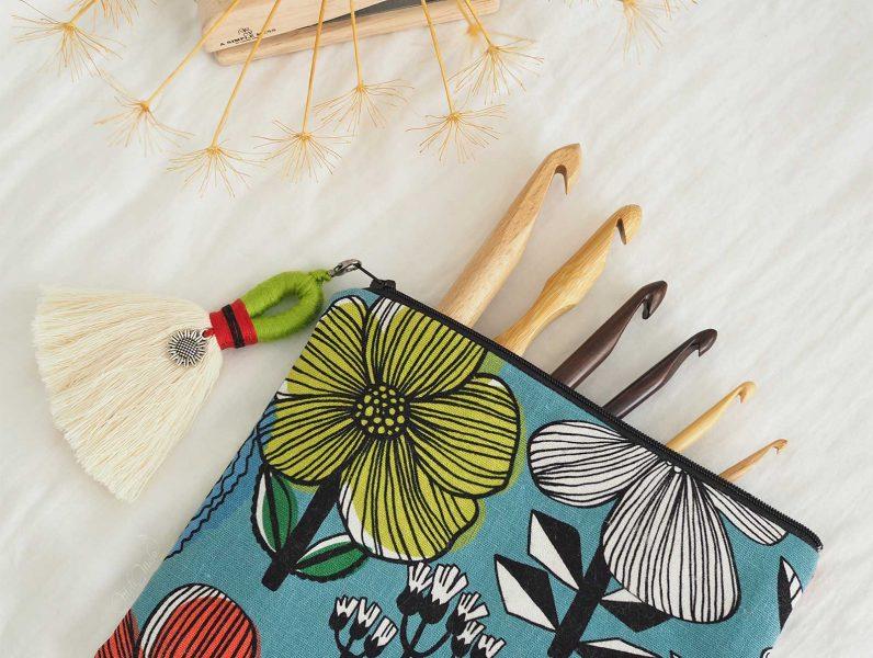 pochette-chantoula-accessoires-crochet-bois-laboutiquedemelimelo