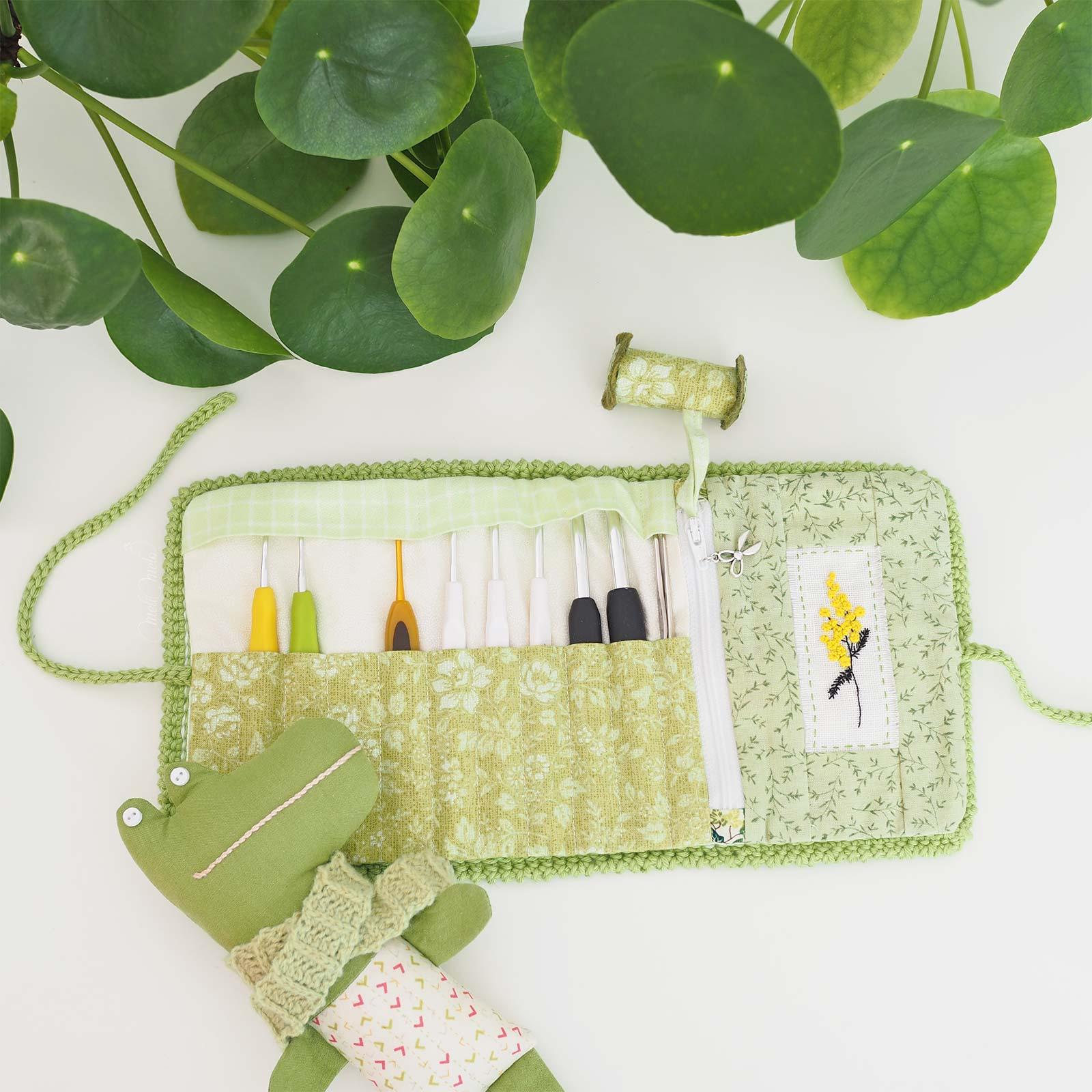 pochette-crochet-broderie-mimosa-mafabriquebykaro-laboutiquedemelimelo
