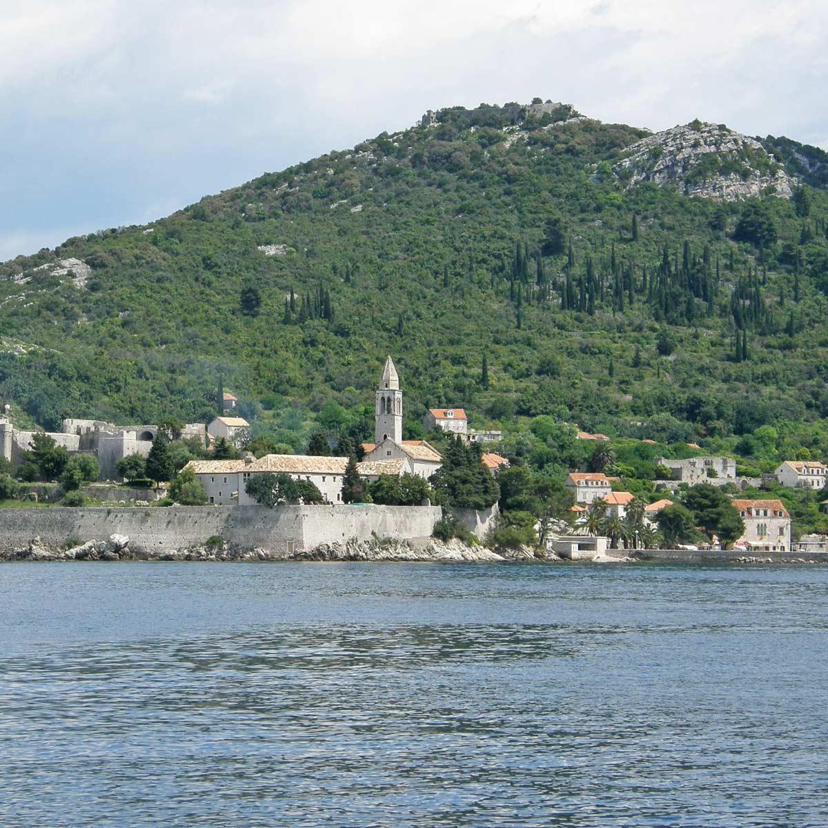 roadtrip-croatia-elafiti-island-franciscan-monastery-yoniquenews
