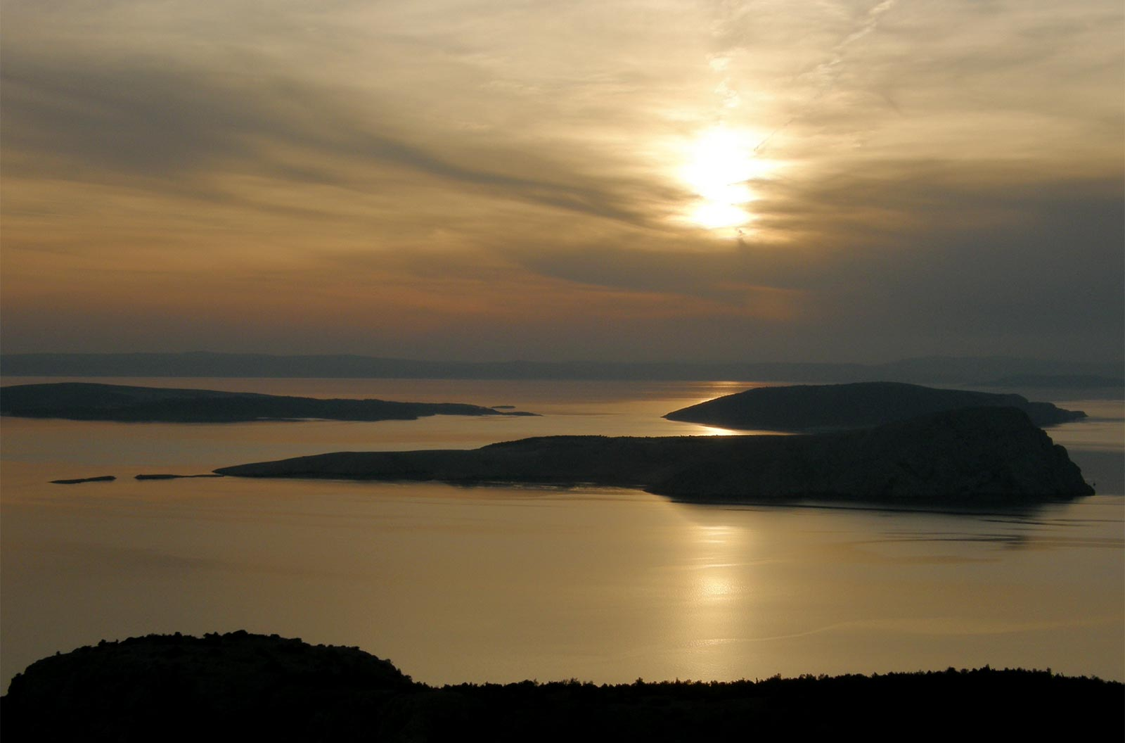roadtrip-croatia-sunset-sea-view-yoniquenews