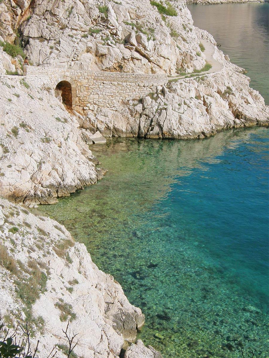roadtrip-croatia-zavratnica-bay-jablanac-yoniquenews-3